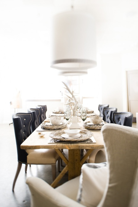 Dining area with lots of light, leather, linen and wood finishes.