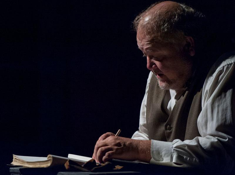 Robert Leembruggen  (Cameron Whitman)