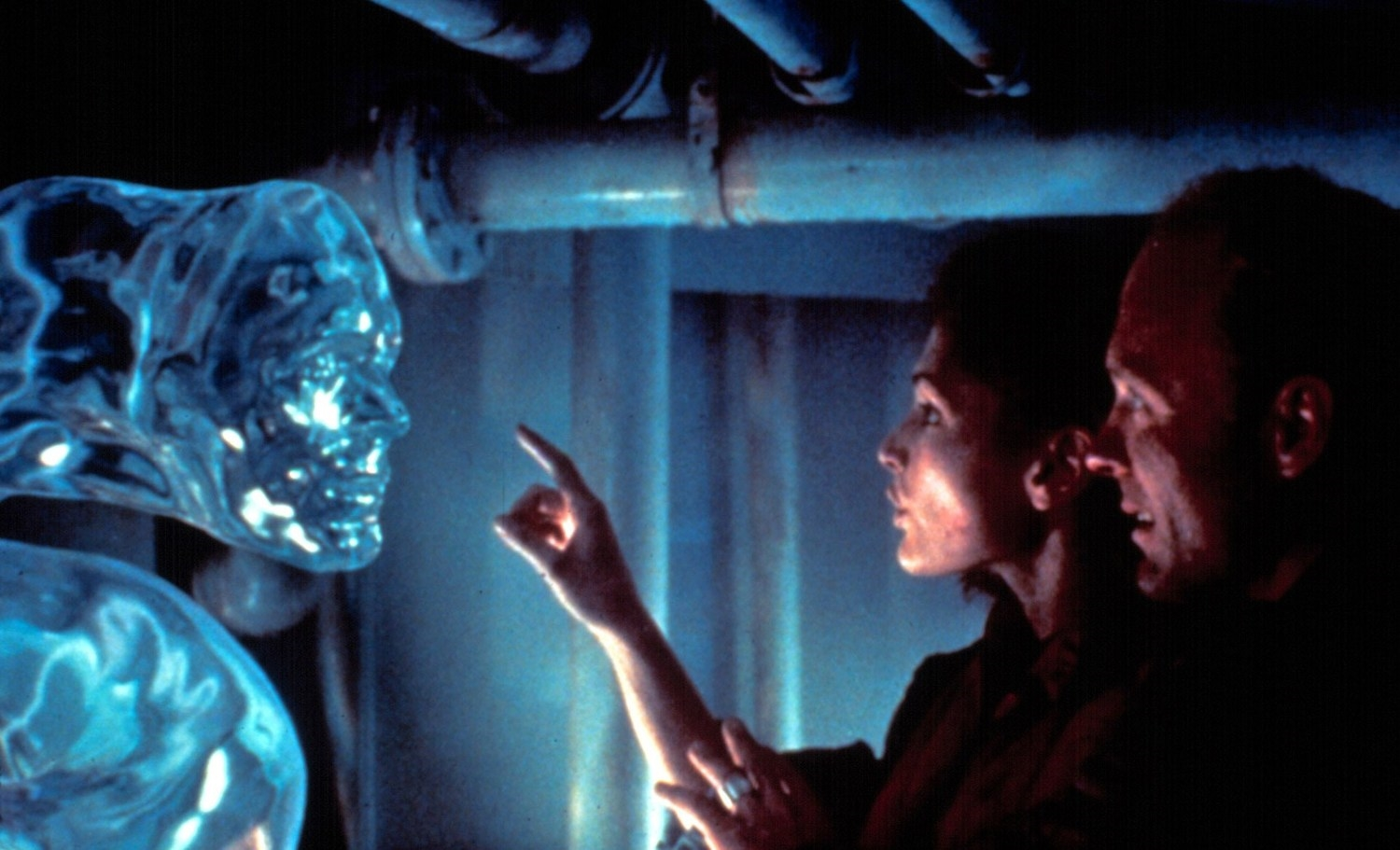 Mary Elizabeth Mastrantonio and Ed Harris in James Cameron's underrated  The Abyss  (1989).