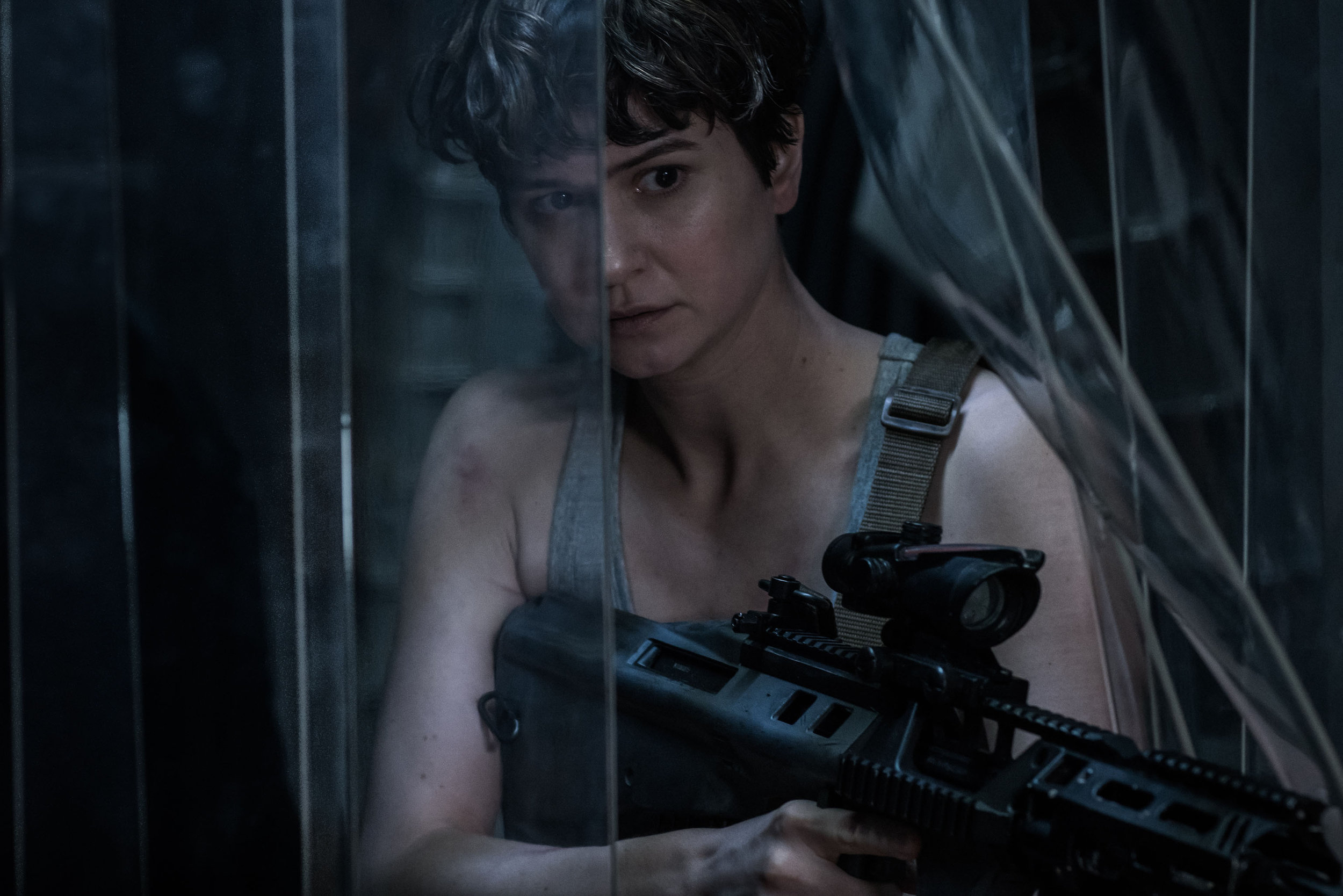 Katherine Waterston is more heavily armed than Sigourney Weaver was in her first xenomorph encounter. (Fox)