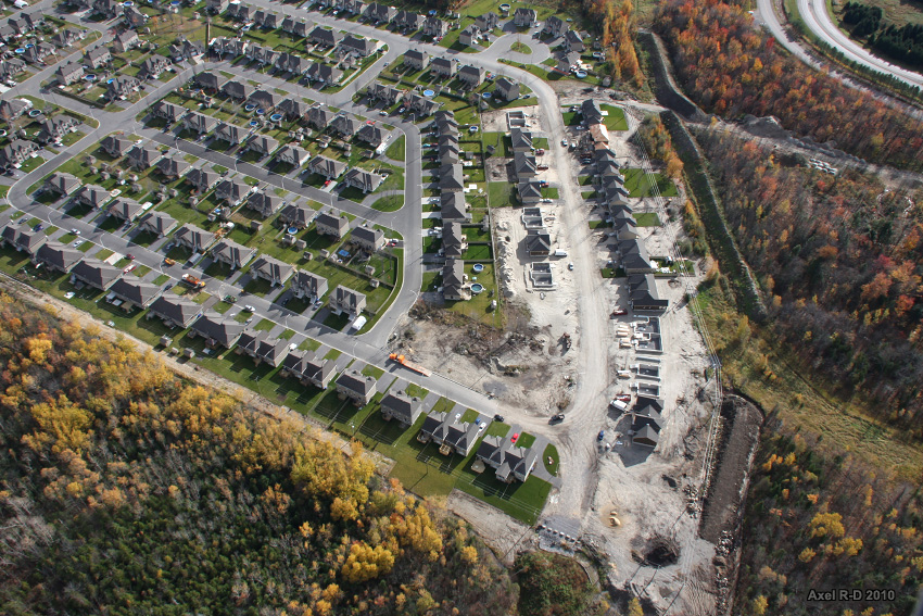 Aerial view of sprawl in Trois-Rivières. Photo by  Axel Drainville, used under   creative commons .