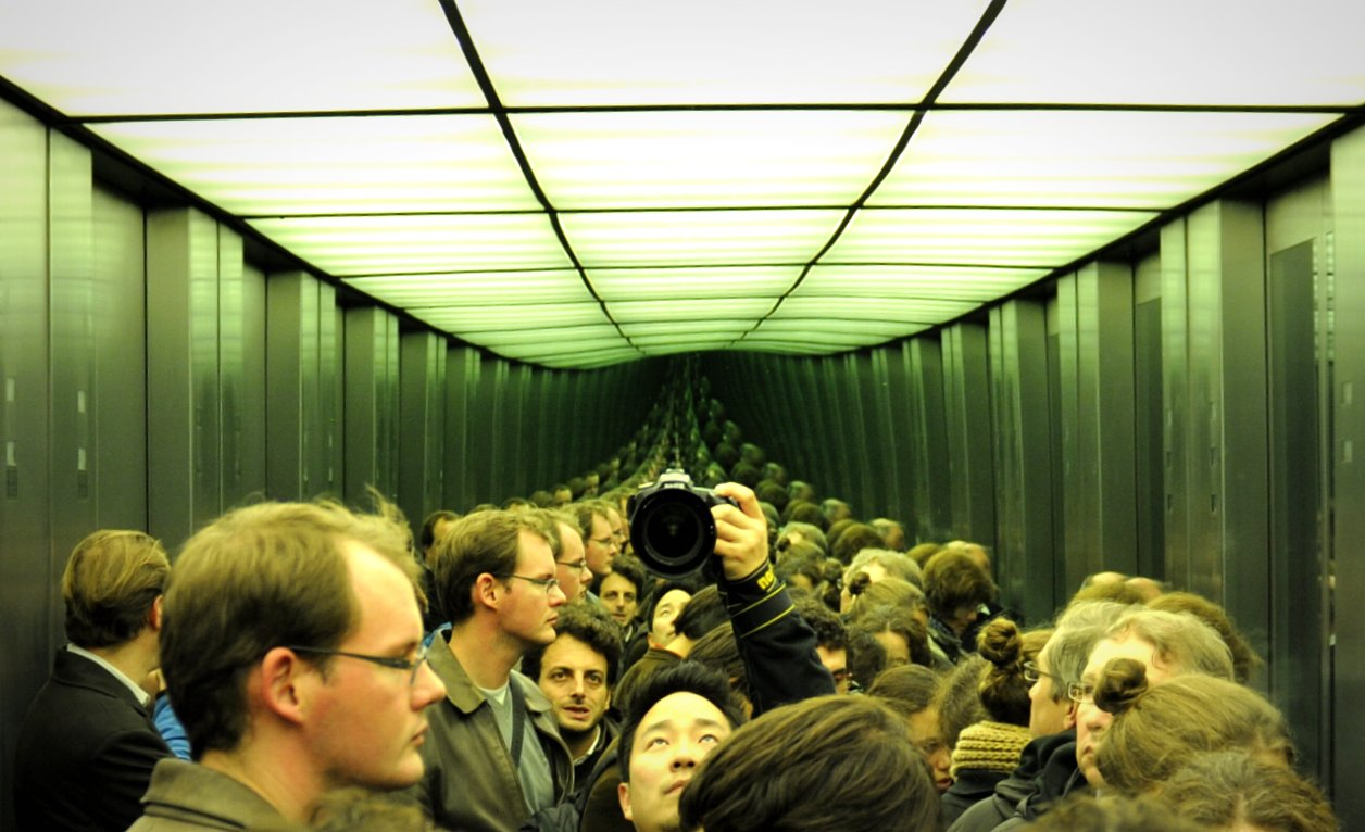 An elevator with infinity mirrors at the Reichstag in Berlin.