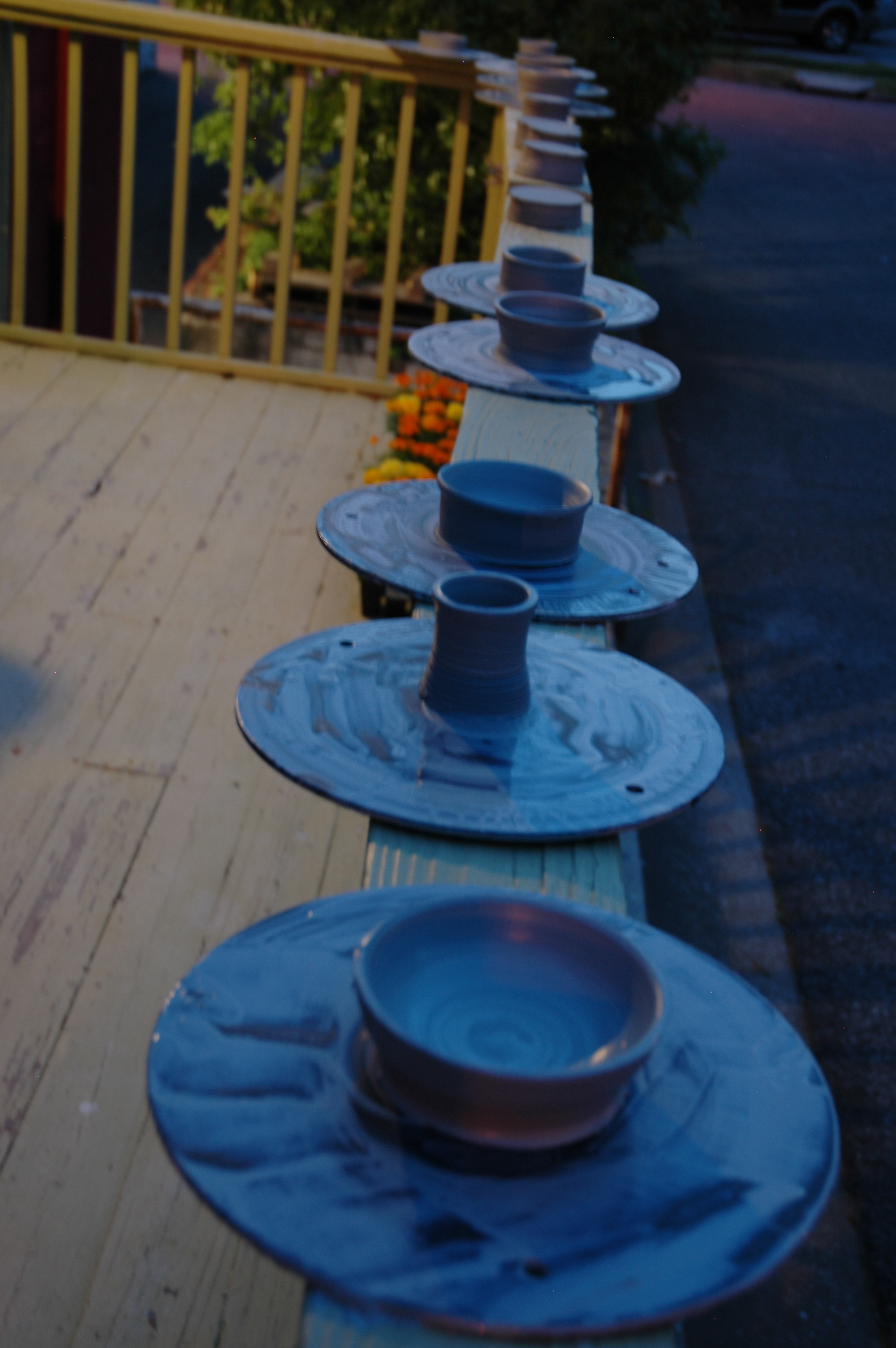 Student pots drying outside during Scott's evening clay class.