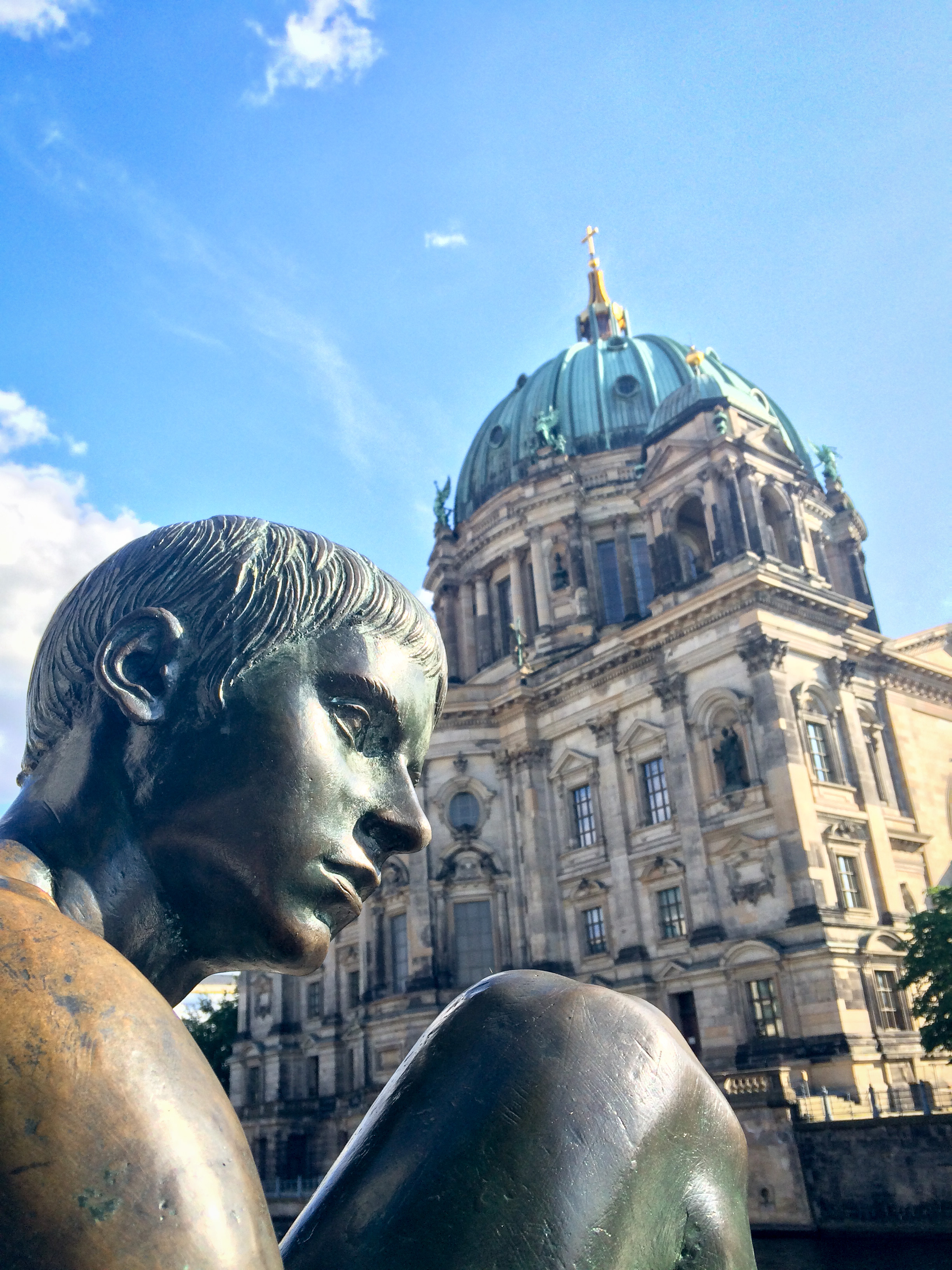 Three Girls and a Boy, lige over for Berliner Dom