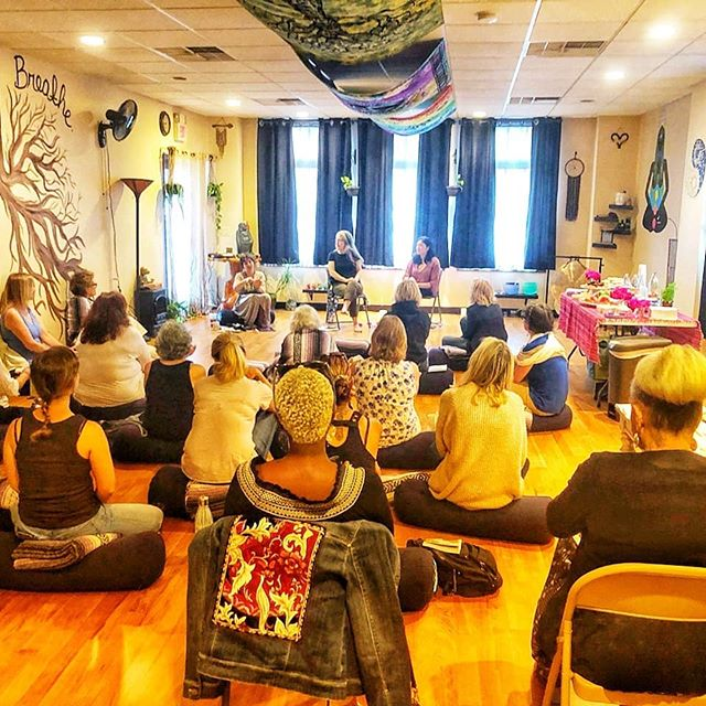 Another Fantastic @ellementawoman Jersey Shore Gathering! 🎉🤩👍♥️ Thank you for everyone who came out and supported this important event! 🎁@corerootscbd 🙏 @selflessloveyoga ✨@myjaneinc ♥️@vital_leaf @geovanacbd 🤩 @ariovape @indigoandhaze 🎁  Our next Gathering is in the Fall.🍁 Looking forward to it 😍  #gratitude  #womeninmedicine  #womenandweed #womensgathering  #womensempowerment  #womenshealth  #booktour  #jerseyshoreyoga  #jerseyshoreevents  #njyogacollective