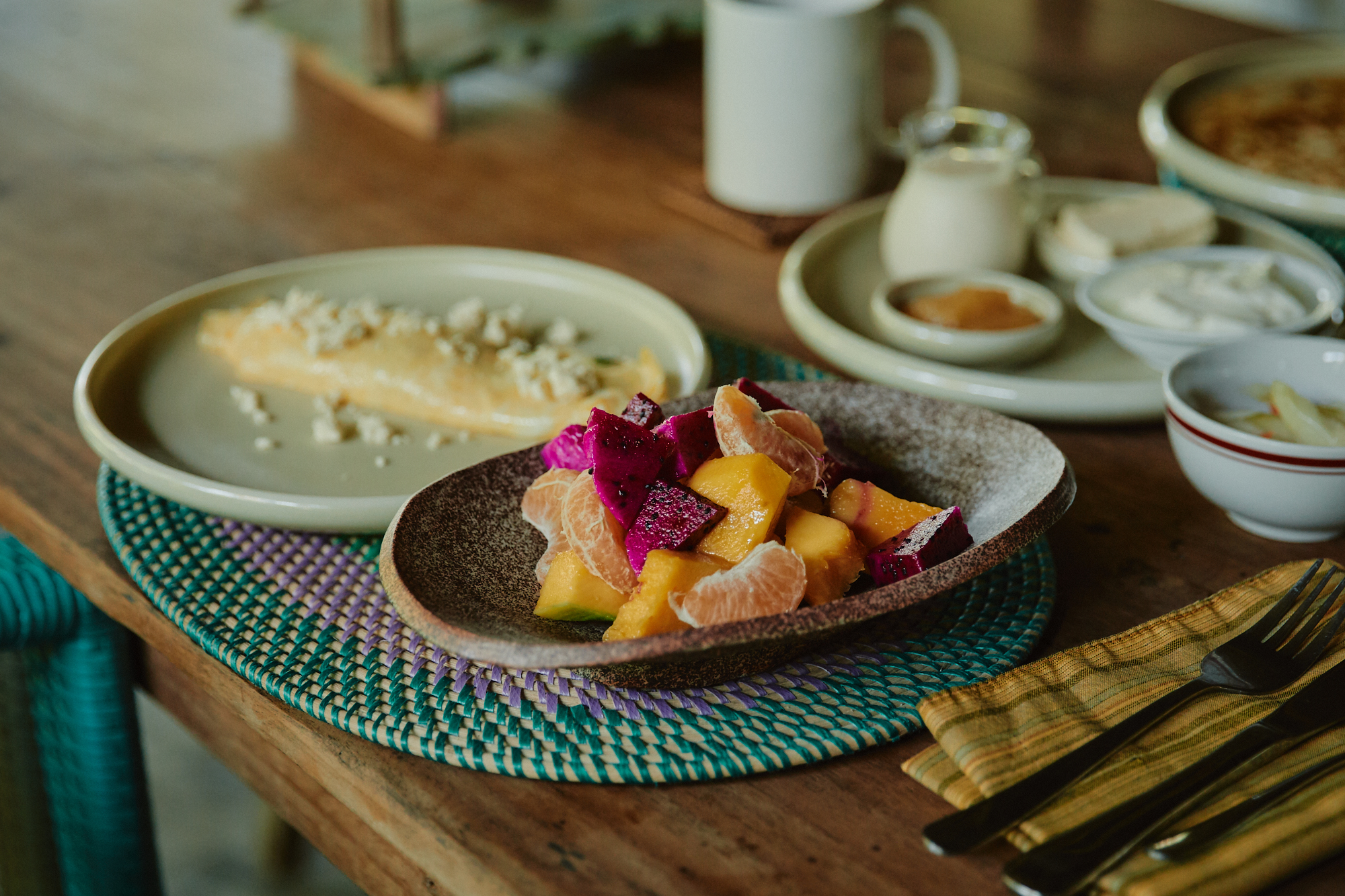 朝食はビラのキッチンにMadeとMadeが来てくれて作ってくれる。フルーツサラダと、卵料理、パンと、ドリンク。シンプルなんだけど美味しい…シンプルだから美味しい?近隣の朝食はいくつか試してみたけどやっぱりMadeMadeが一番。最高だ。人生一番の朝食だ。