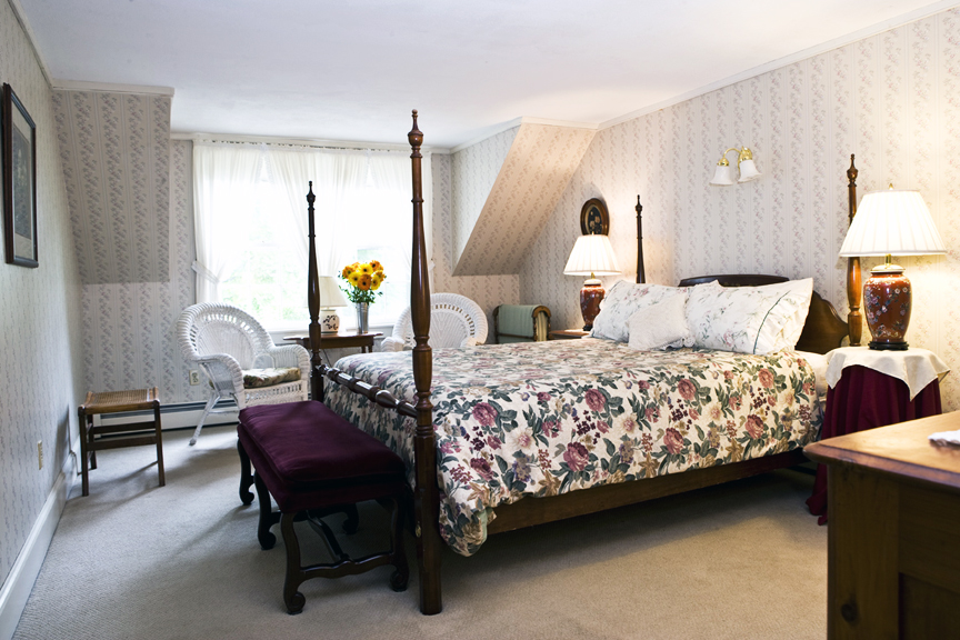 Room 6 - Queen size bed and private bath