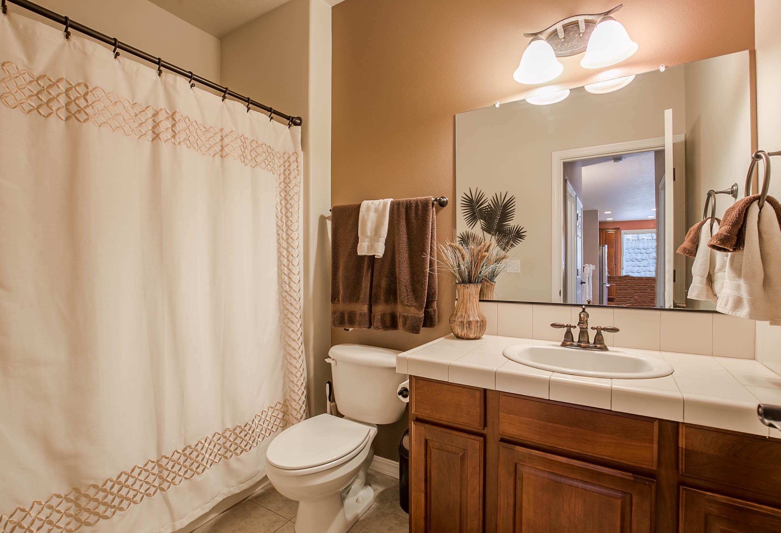 016_bathroom_MG_2775-HDR.jpg
