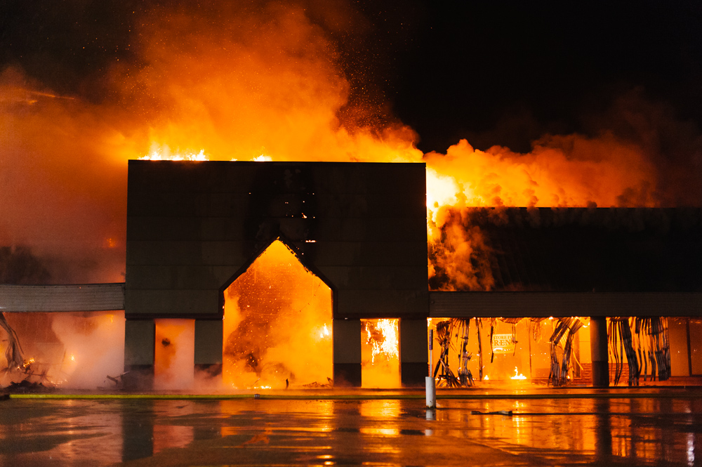 _NJP5835-Natrona-Heights-Plaza-Fire.jpg