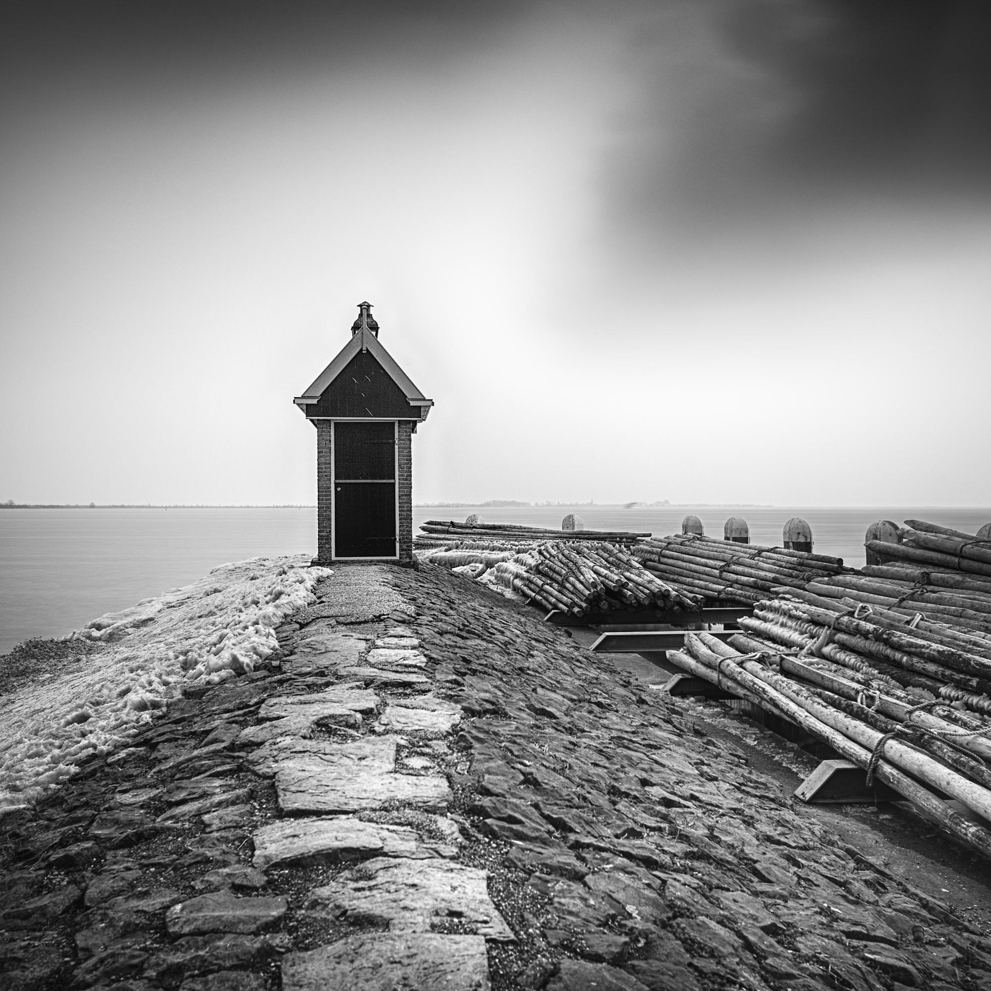 Volendam-Harbor-HDR-BW.jpg