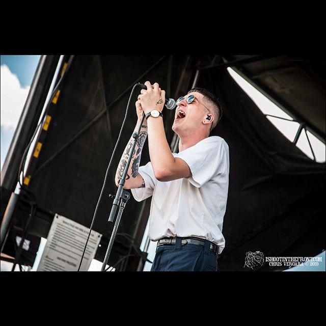 @trophyeyesmusic // @rockstardisrupt // @midfloridaamp // Tampa, FL // 6.26.19 @johnfloreani @jezzawinnie @pokket_ @blake.caruso @hopelessrecords #trophyeyes #hopelessrecords #rockstardisrupt #rockstardisruptfestival #chrisvergara #isitf #ishootinthefront #canon #sigma #liveshots #media #bands #concertphotography #music #florida #festival
