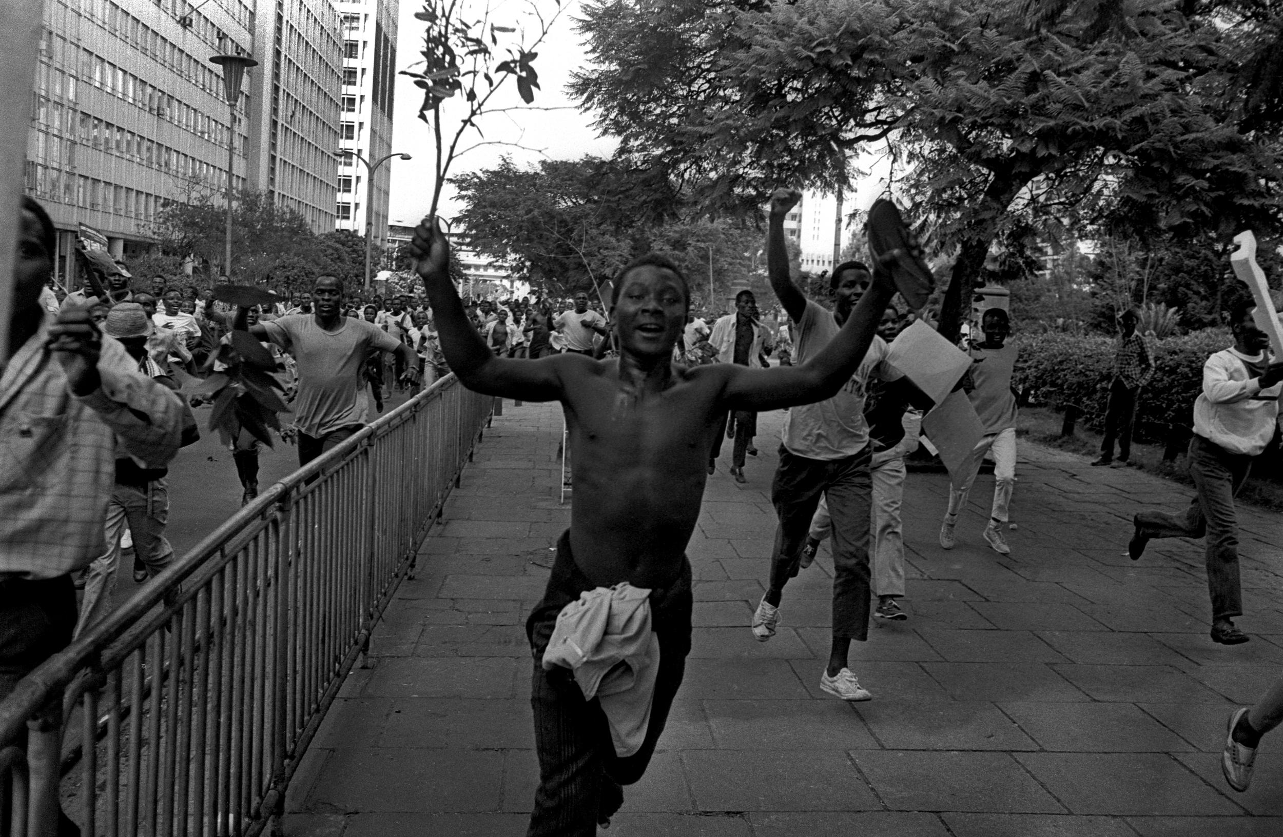 Kenyan students celebrate Mandela's release