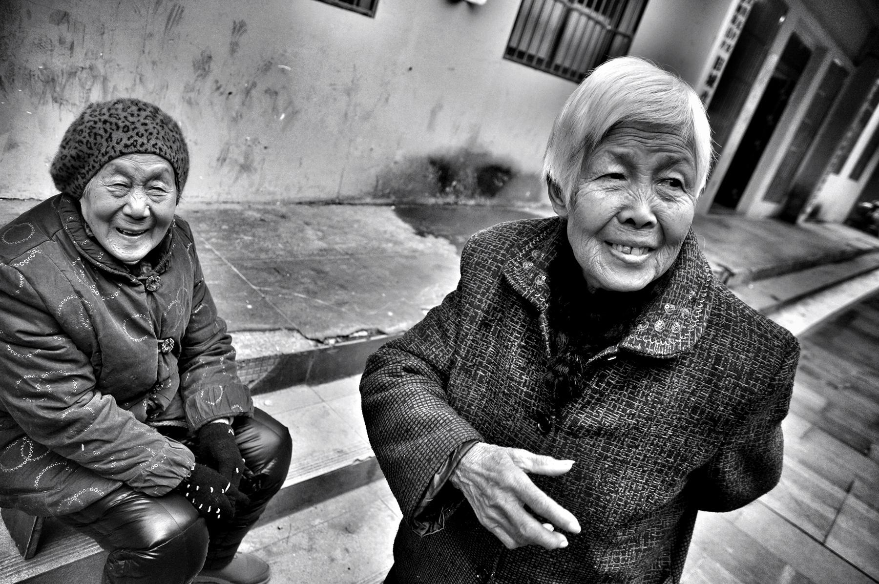 friends outside guiyuan temple, wuhan