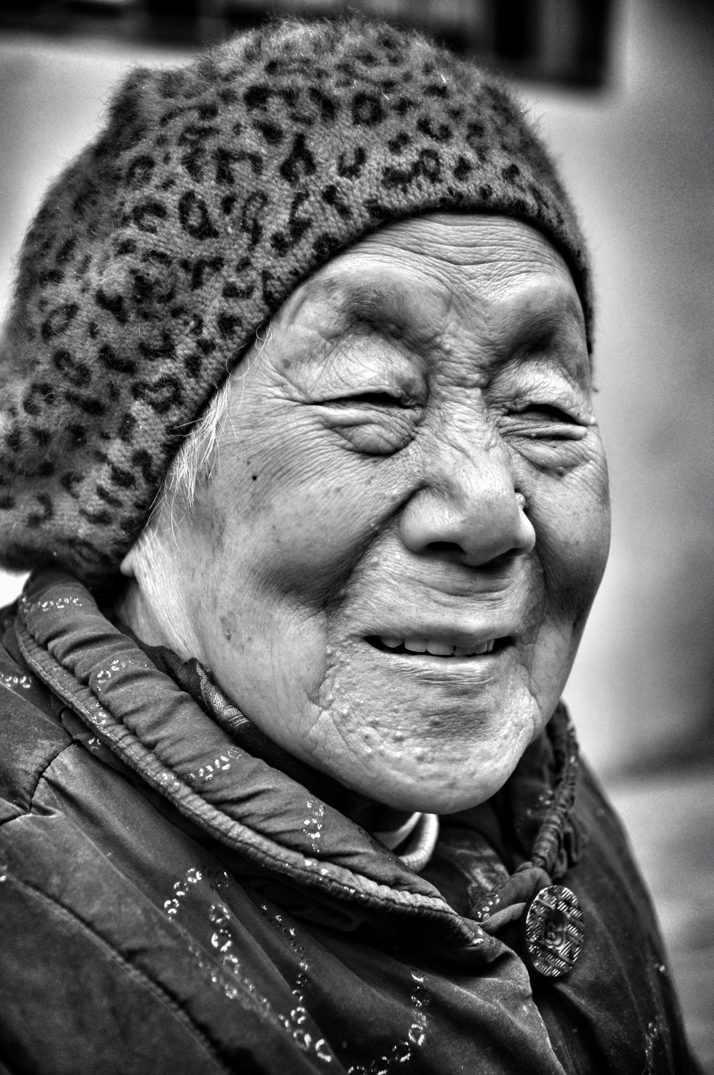woman outside guiyuan temple, wuhan