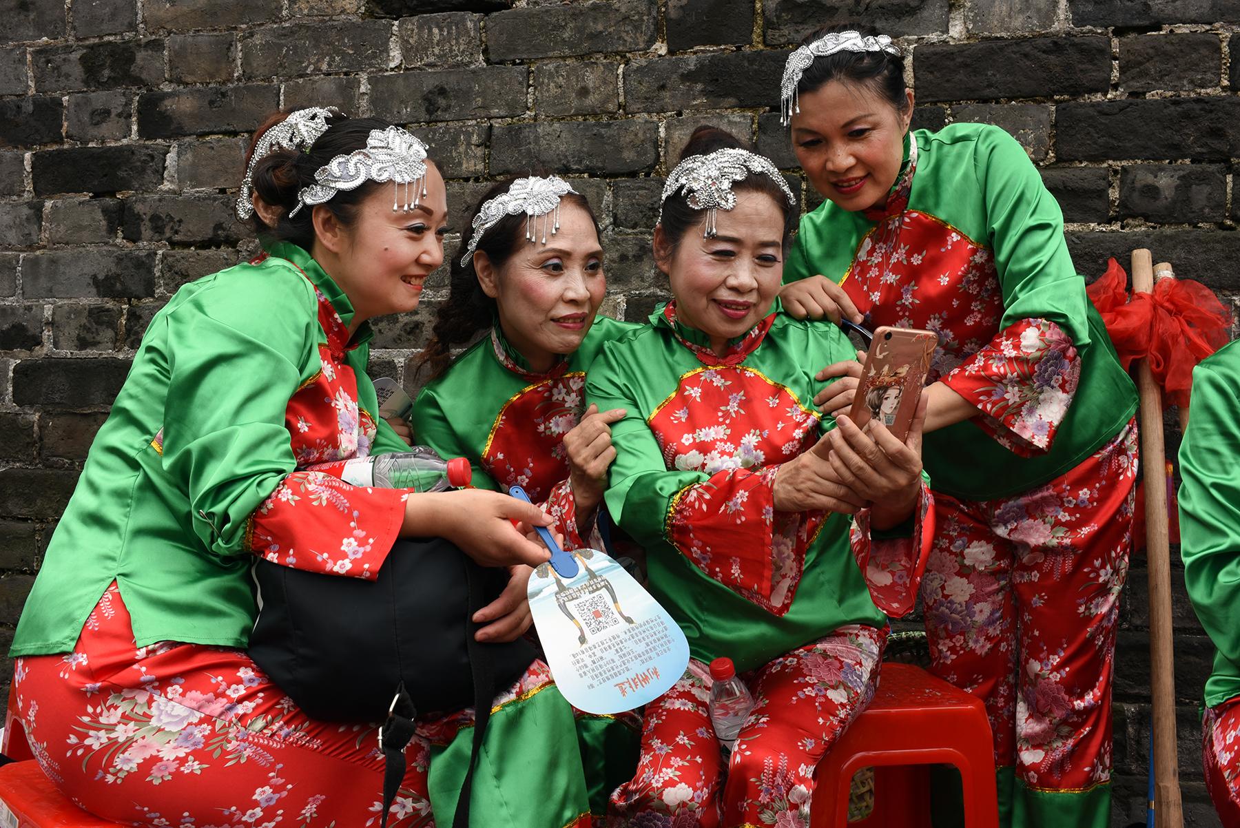 Chinese folk dancers, Jingzhou
