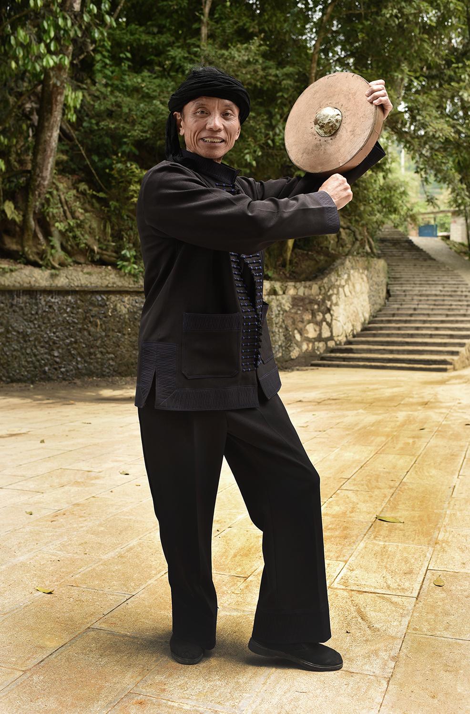 Li Sheng Fang, master of his craft the Mang Drum Dance, Potuo, Yunnan 2017