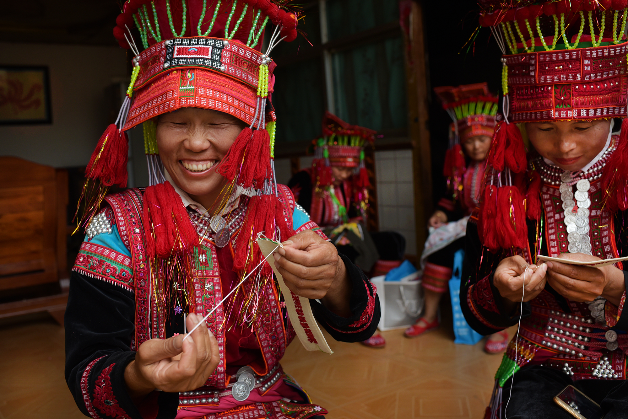 Embroidery, Yi costume design and dance, Pengzu village