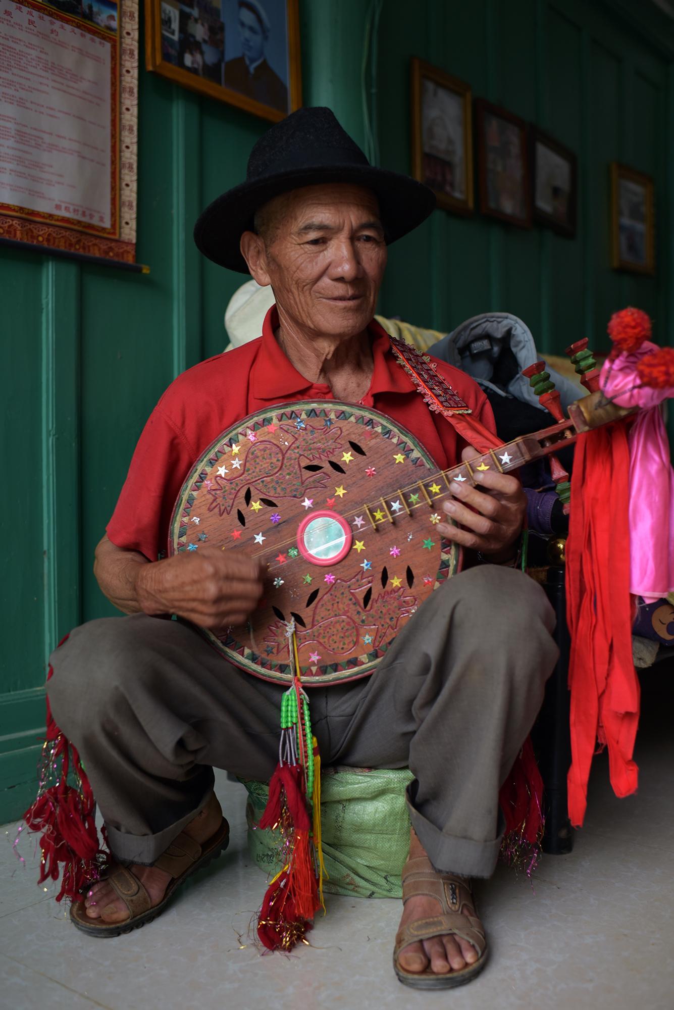 Yi musician, Pengzu village