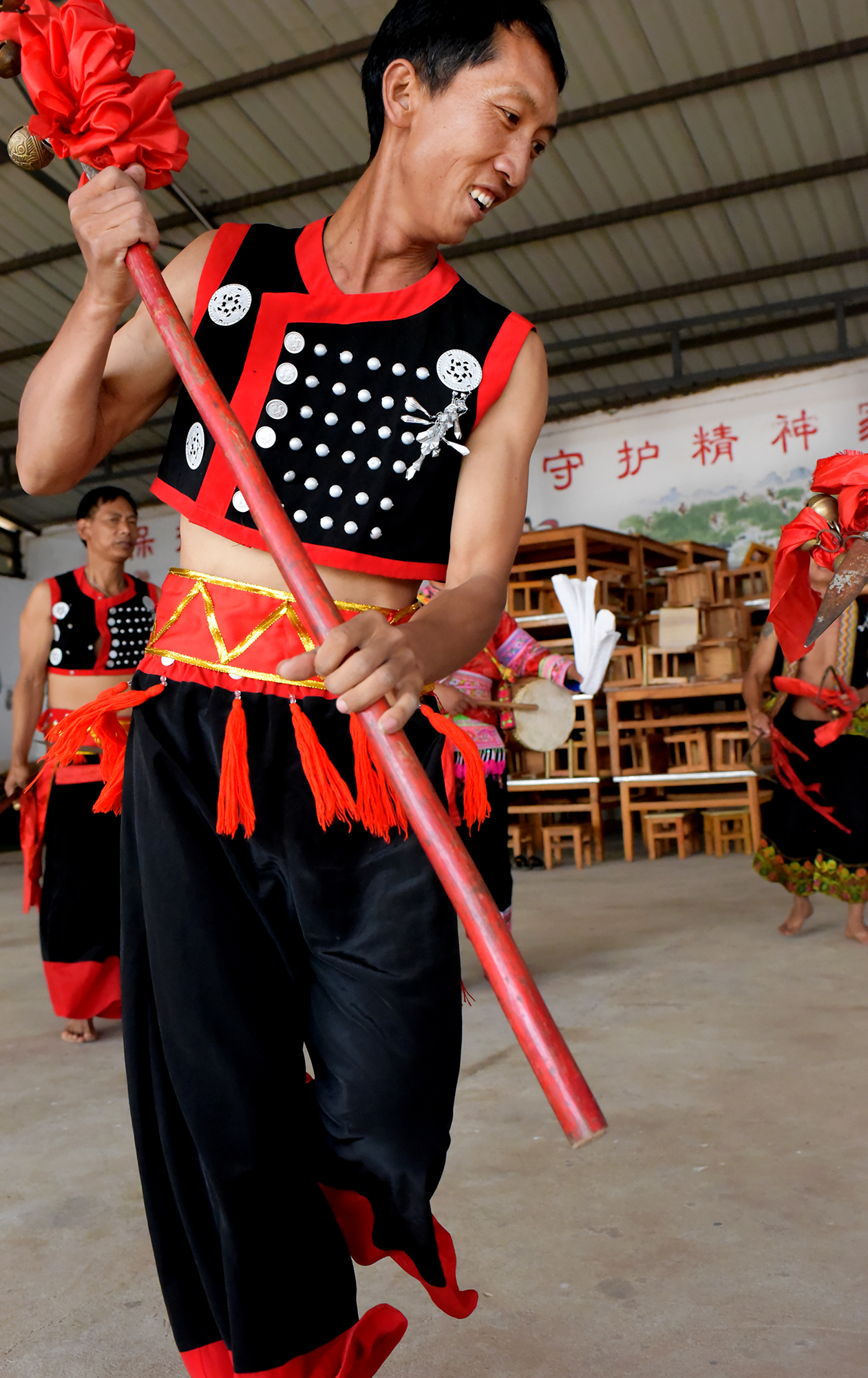 Hua Gu dance and costume design; Yi people of Mo Pi village