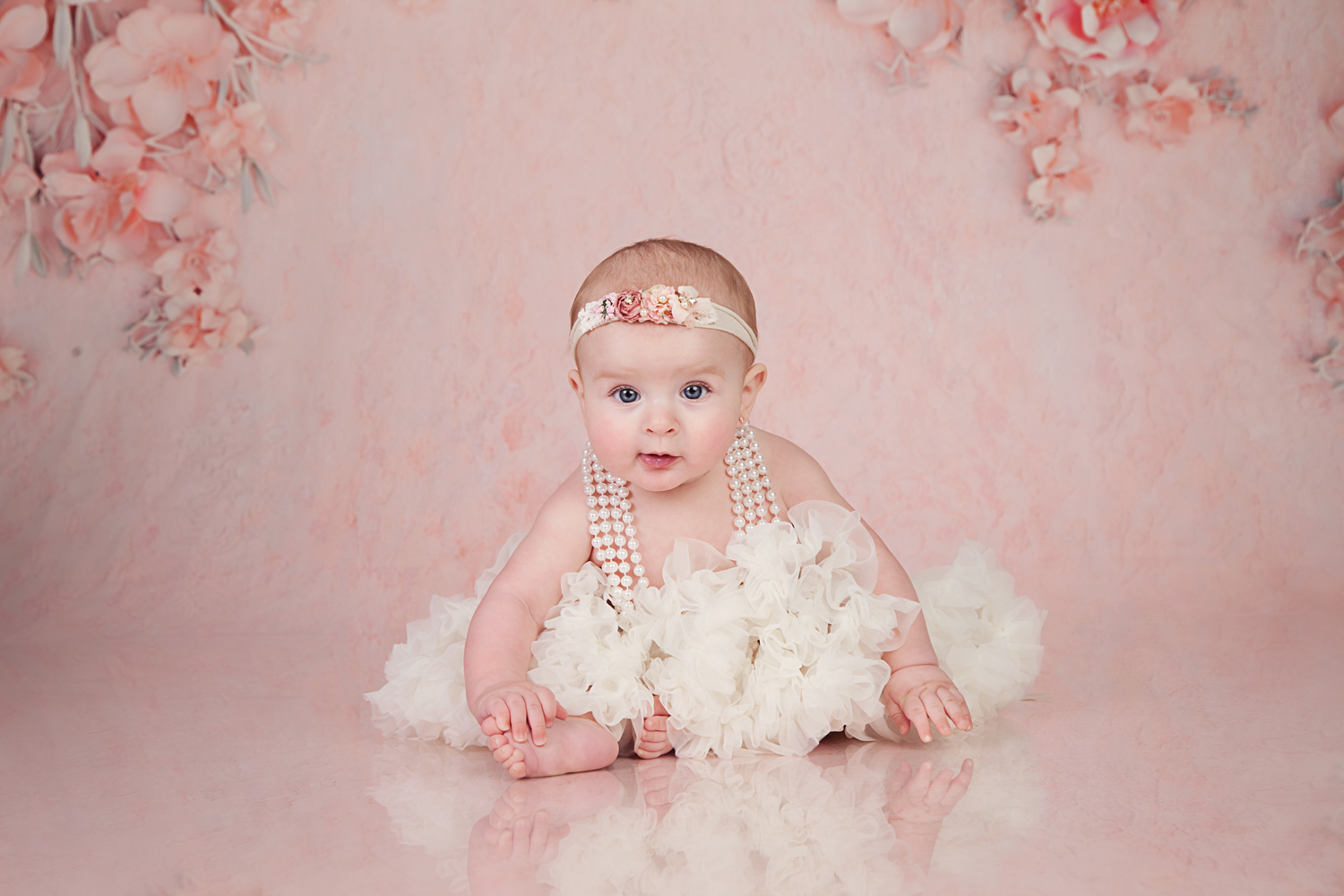 baby-sitter-session-pink-background