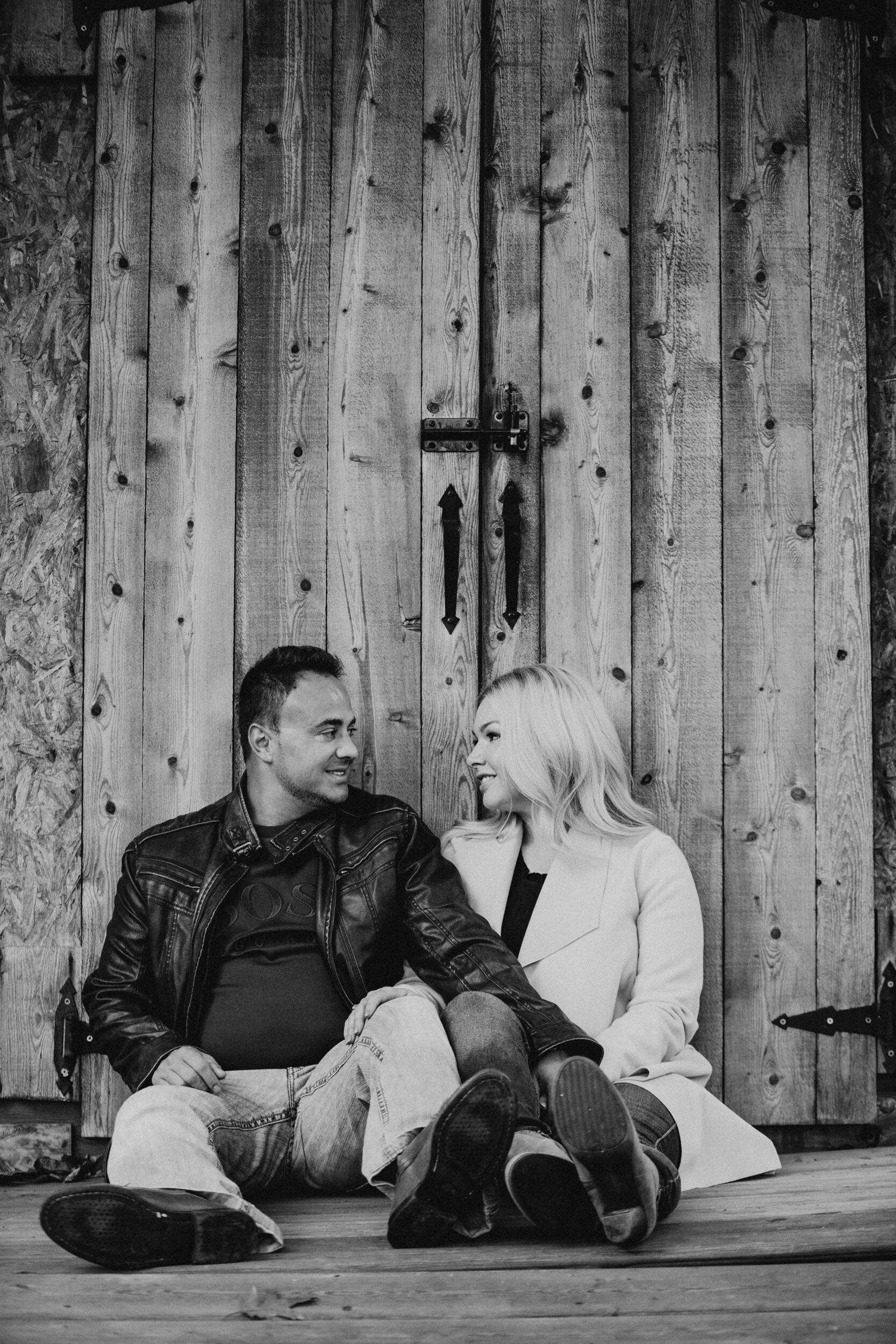 engagement-wooden-door-couple.jpg