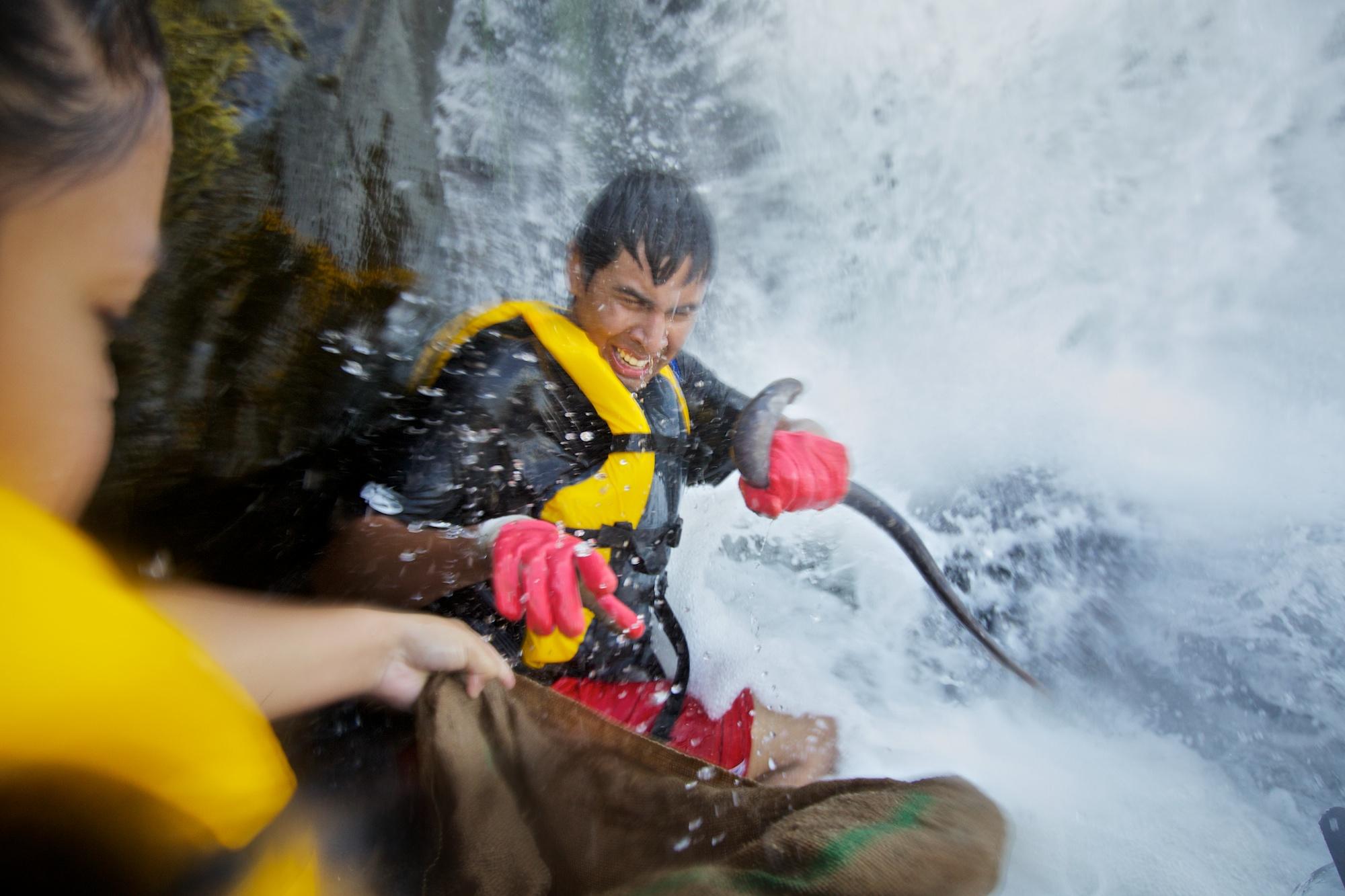 Lamprey harvesting at the Willamette Falls. Thomas Boyd/The Oregonian