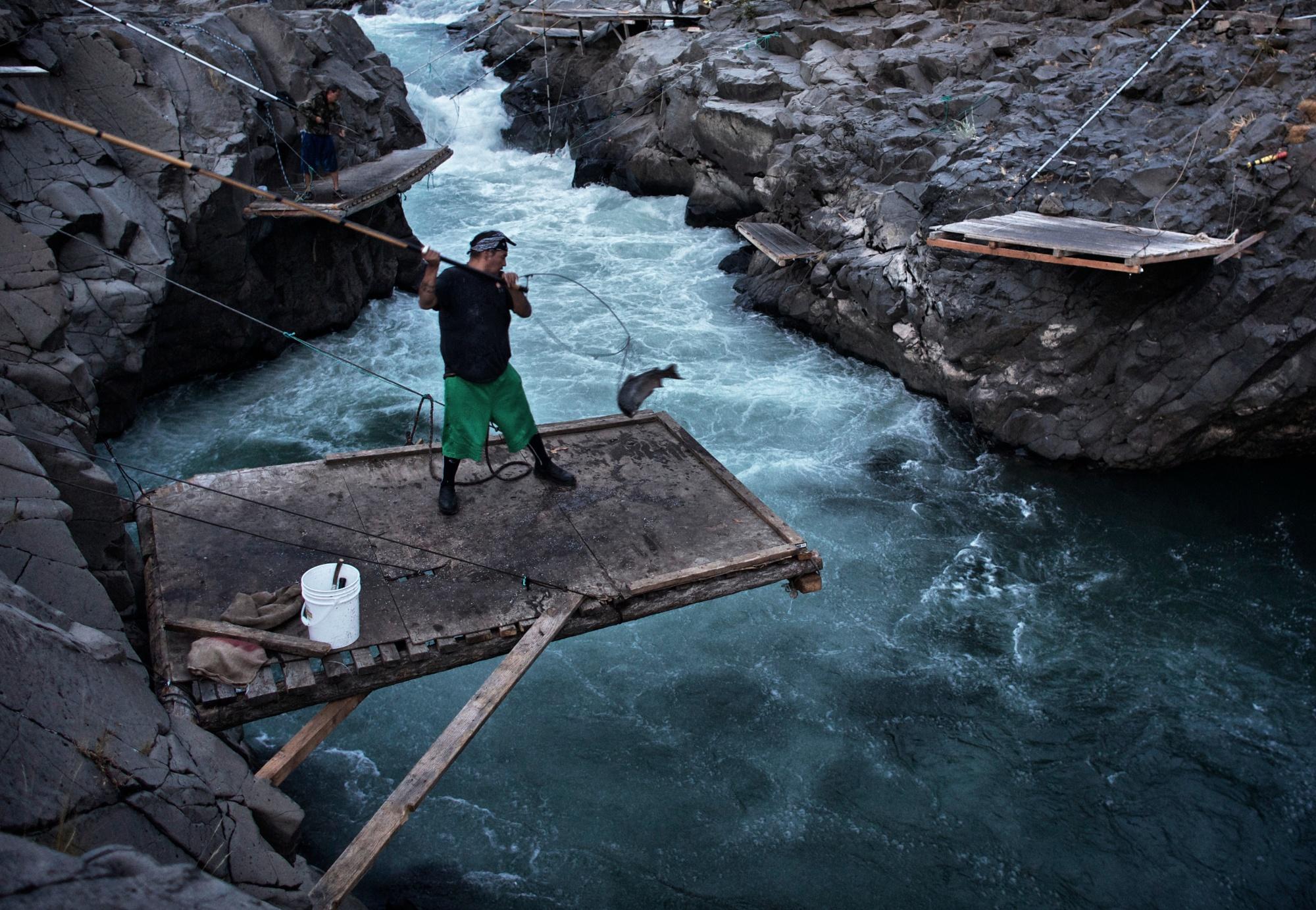 Dip-netting on the Klickitat River.  Thomas Boyd/The Oregonian