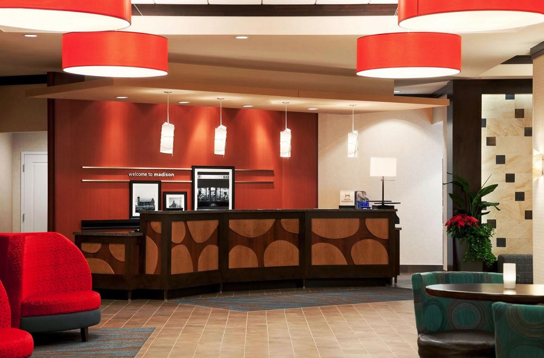 Hampton-Inn-Lobby.jpg