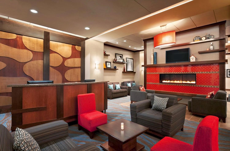 Hampton-Inn-Lounge.jpg