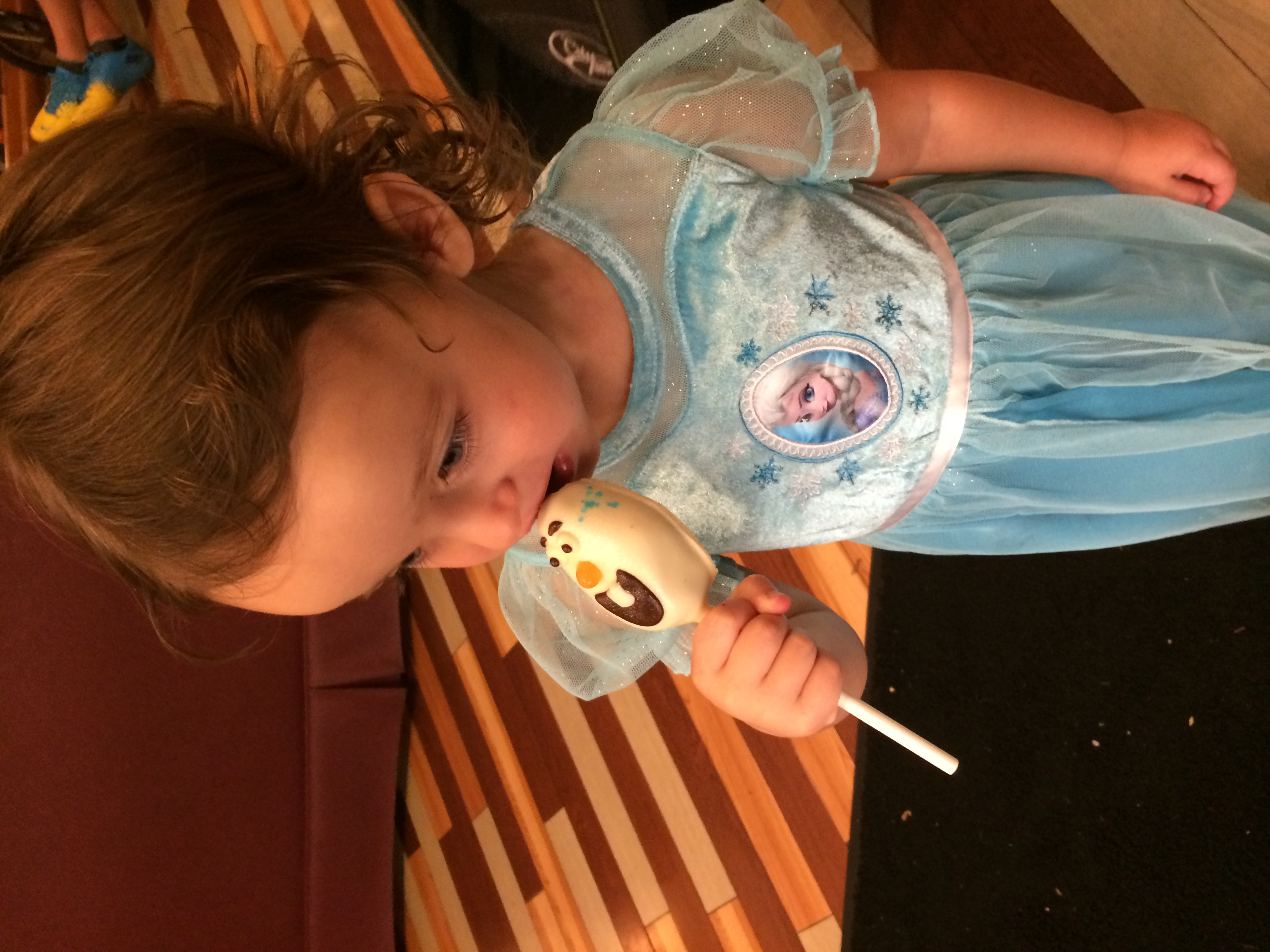 Olaf cake pop, Elsa Night Gown