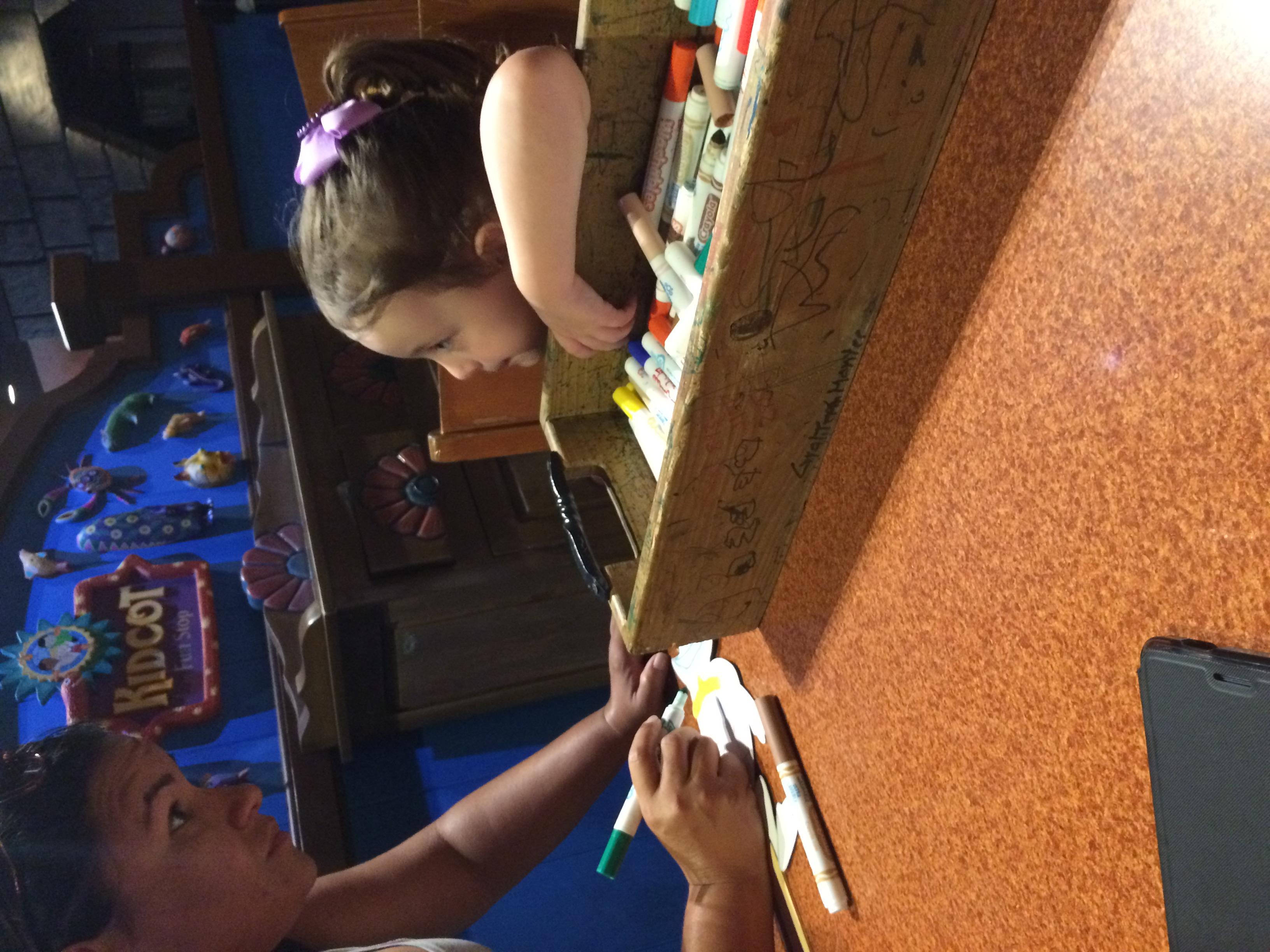 Coloring friends at Kidcot Mexico