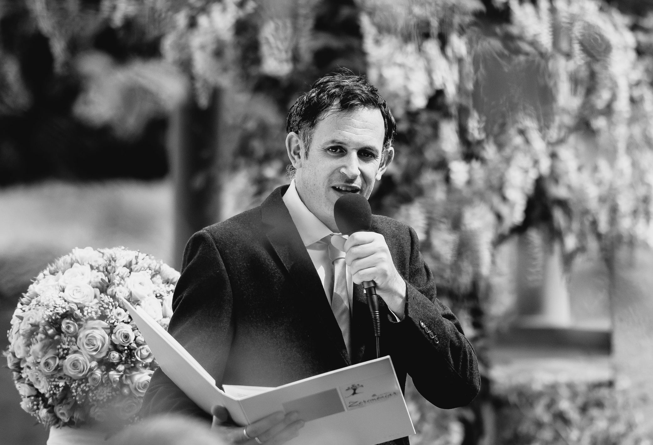 Daniel Stricker redet an Zeremonie sw.jpg