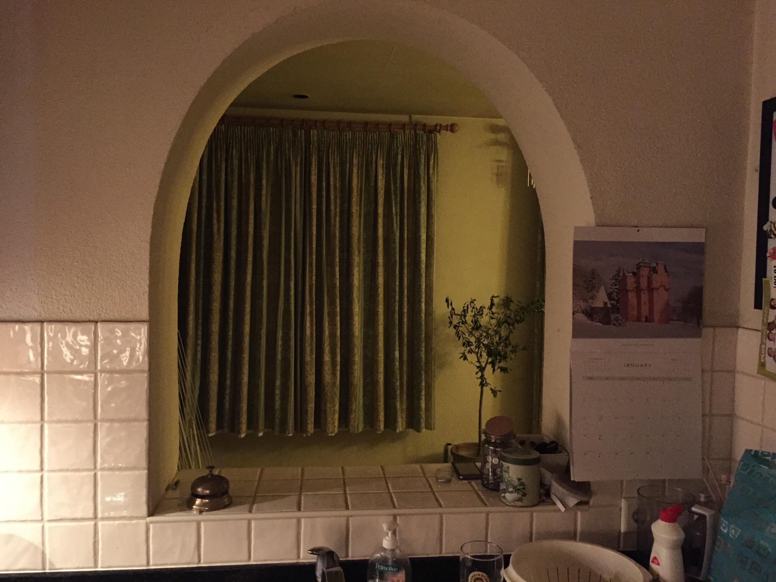 Kleine opening in keukenwand