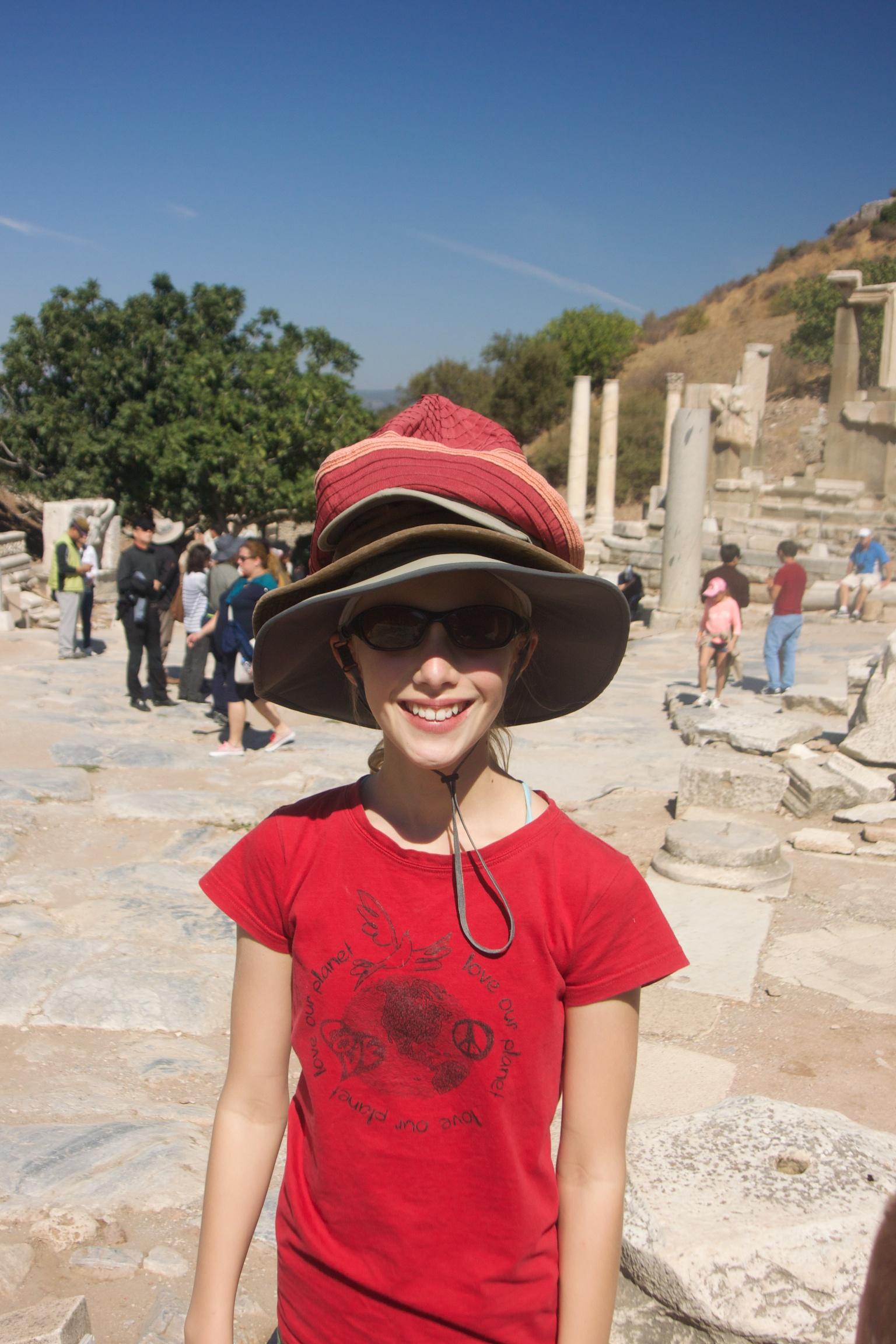 Zoe, Hat Acrobat