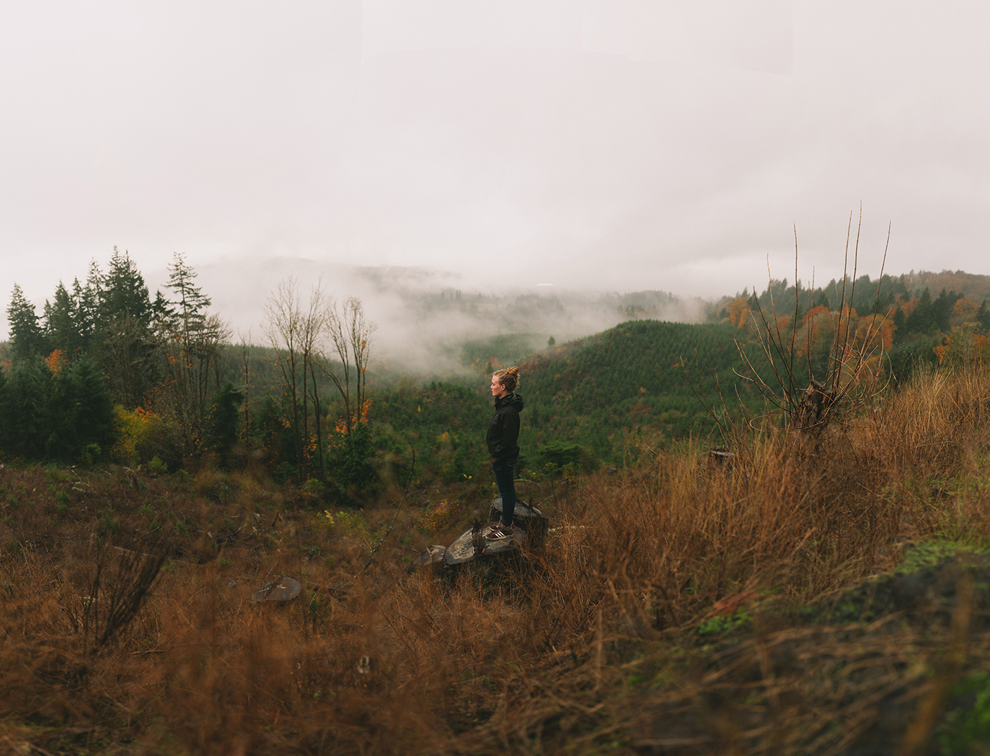 Annelien Nijland in the foggy hills on the coast of Washington