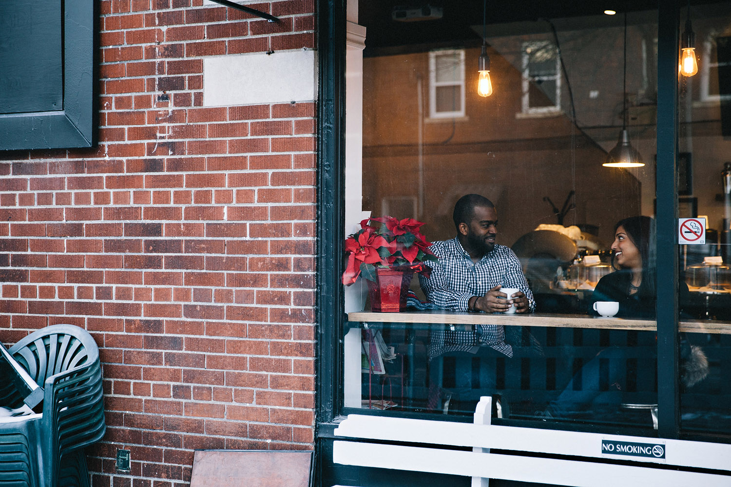 163-beaches-cafe-winter-engagement-session-in-toronto.jpg