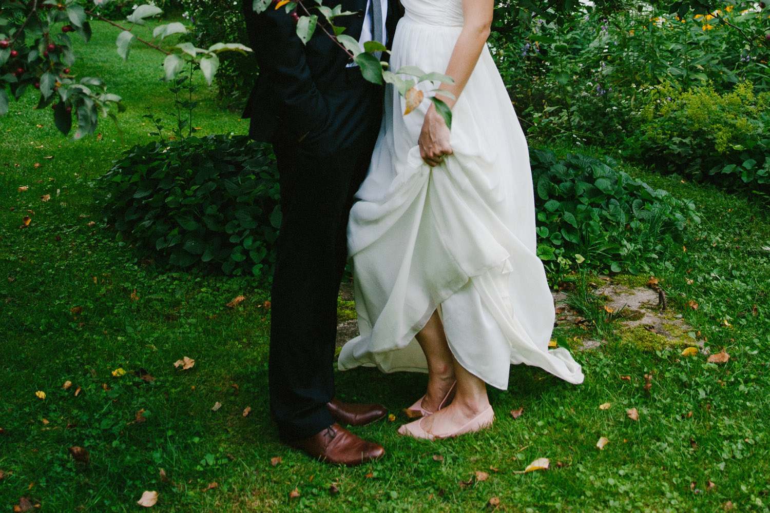 136-IntimateQuebecGardenWedding.jpg