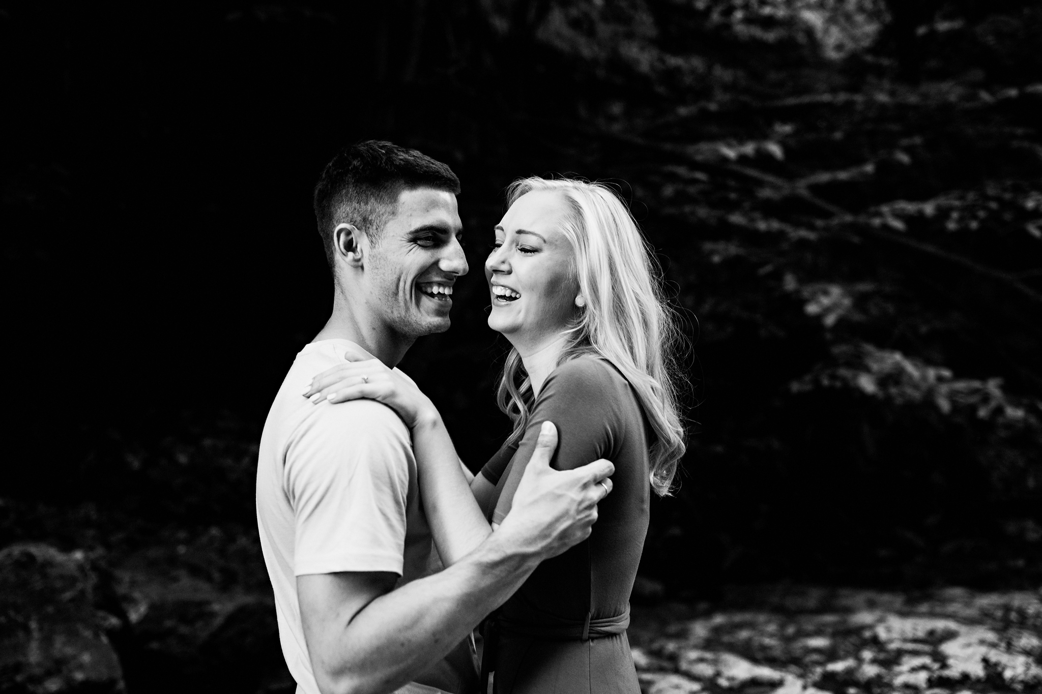 256-romantic-summer-elora-gorge-sunset-engagement-session.jpg