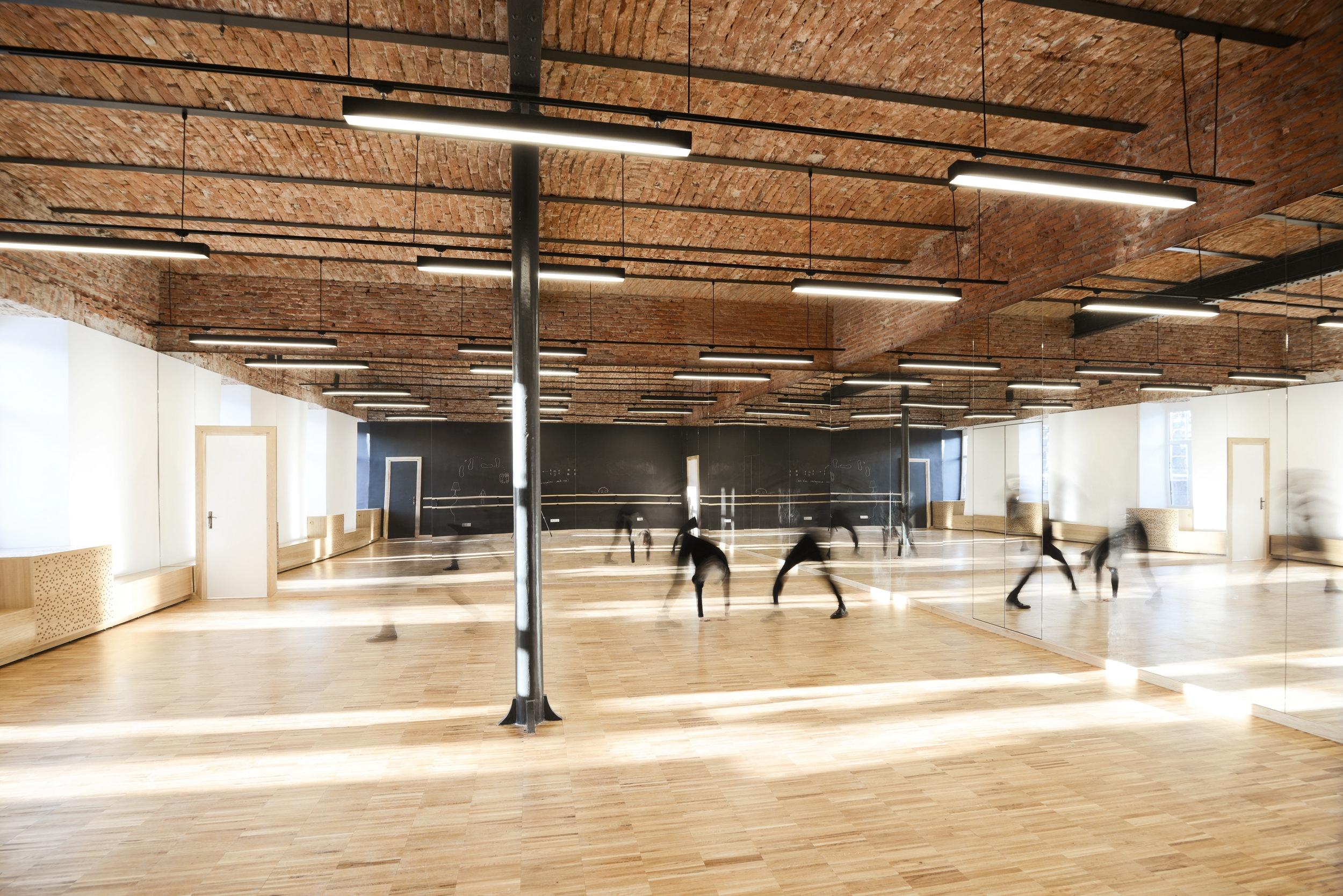 3.choreography studio folk dance.jpg
