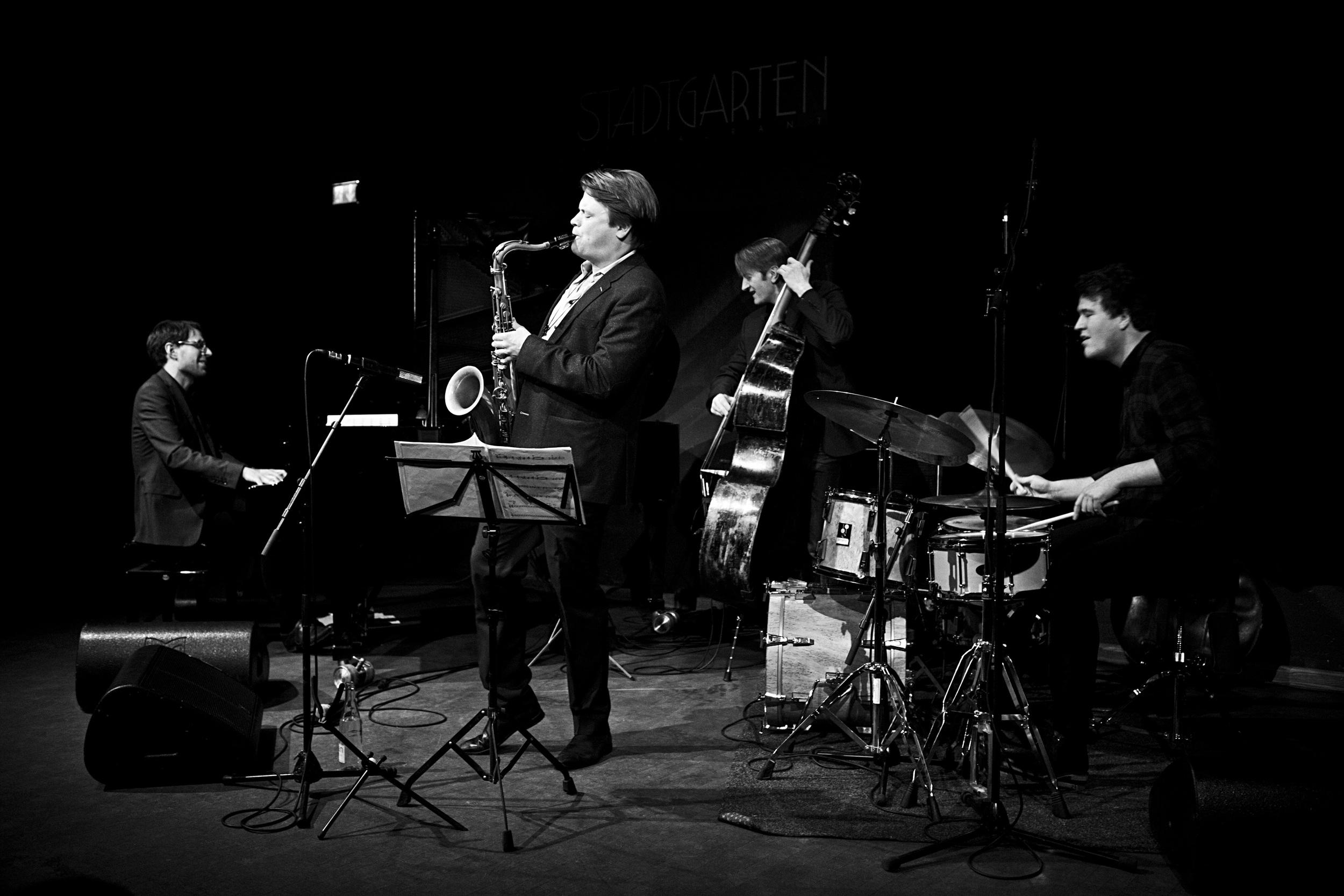 fabian stuertz 2016.02.28 - denis gäbel quartet - stadtgarten 0056-bw.jpg