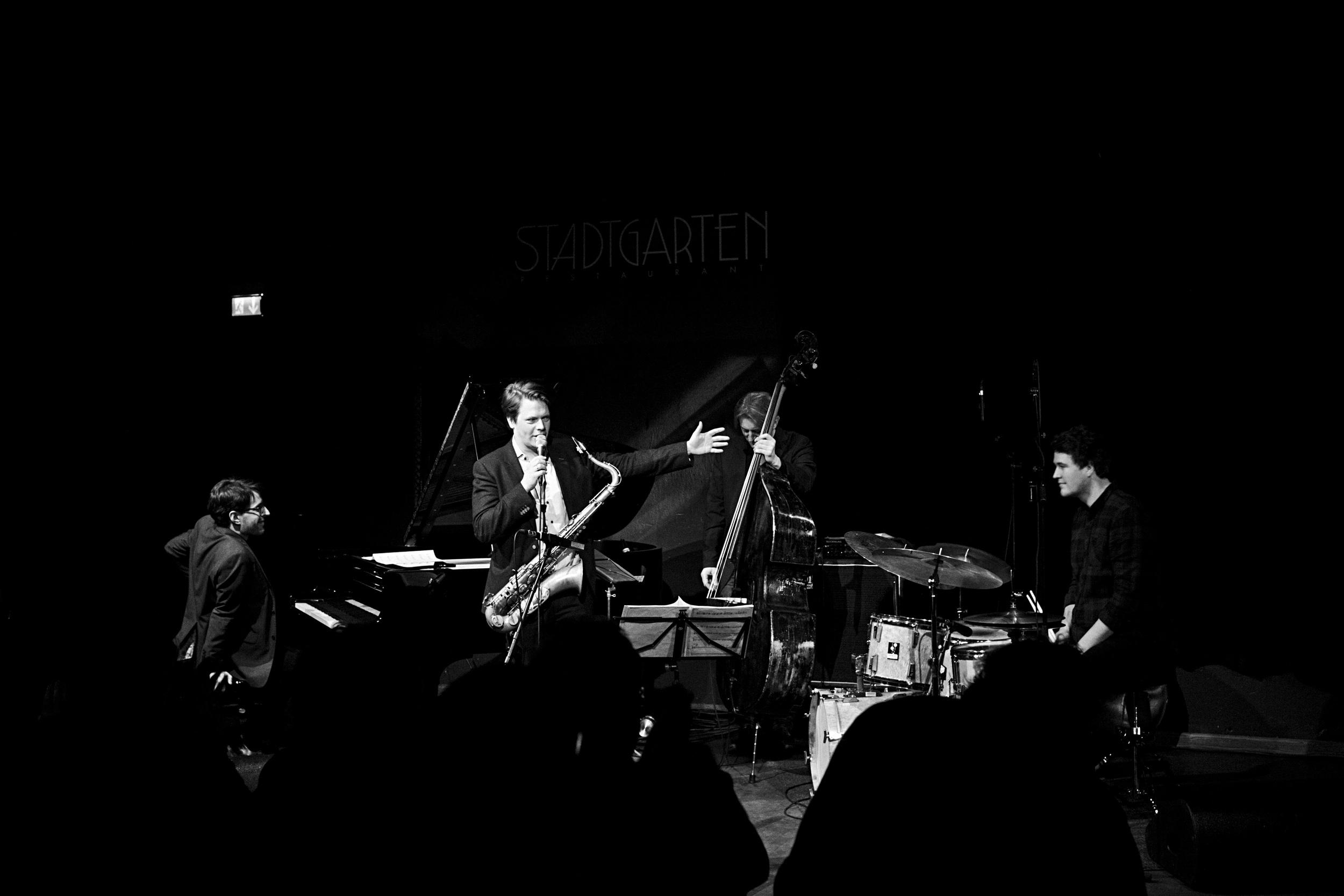 fabian stuertz 2016.02.28 - denis gäbel quartet - stadtgarten 0044-bw.jpg