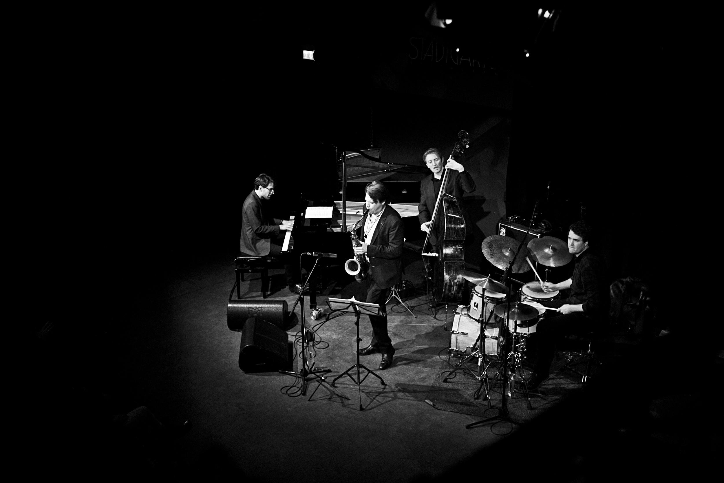 fabian stuertz 2016.02.28 - denis gäbel quartet - stadtgarten 0010-bw.jpg