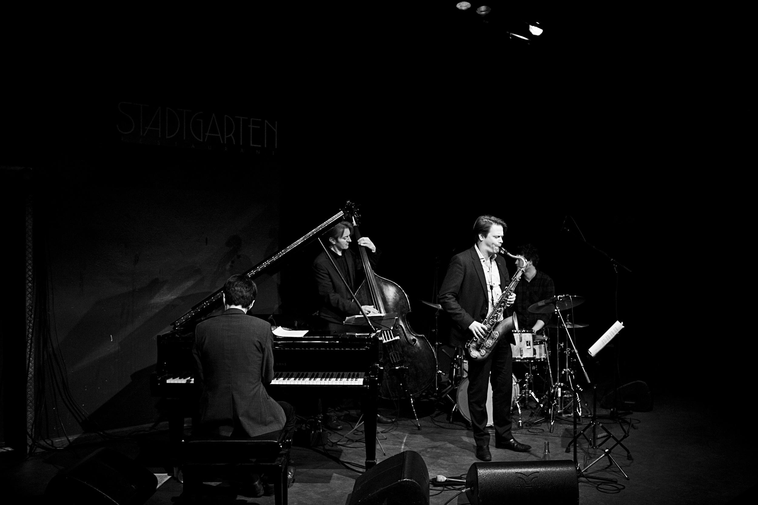 fabian stuertz 2016.02.28 - denis gäbel quartet - stadtgarten 0007-bw.jpg