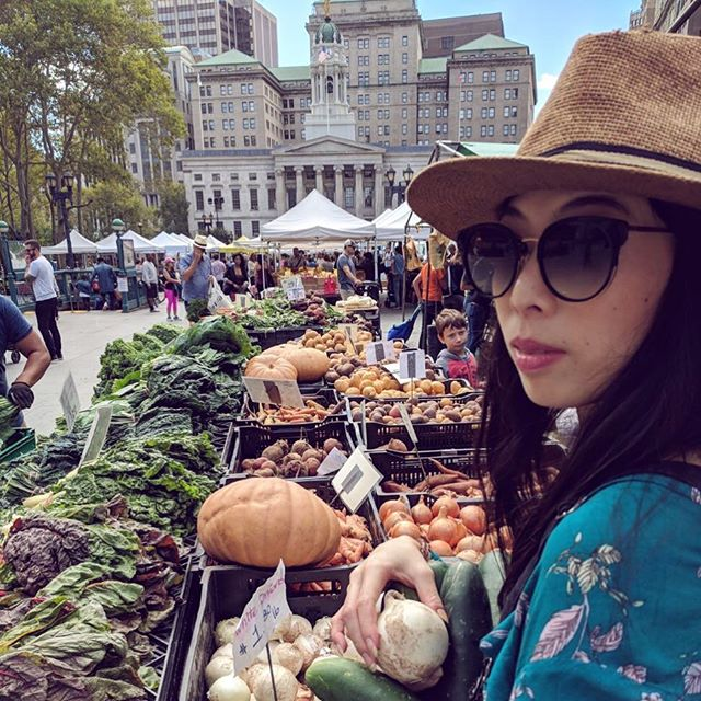 Your weekend farmer's market girl. More #crystalcleaneats coming your way 🌱🍅🍎🥕🥒💪🏼
