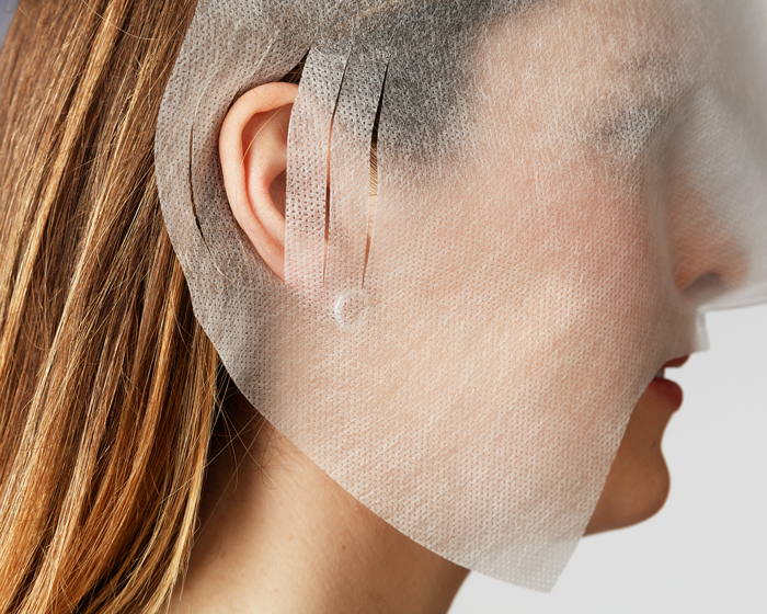 With differently sized slits for the ears, you can easily adjust it to the patient's face.