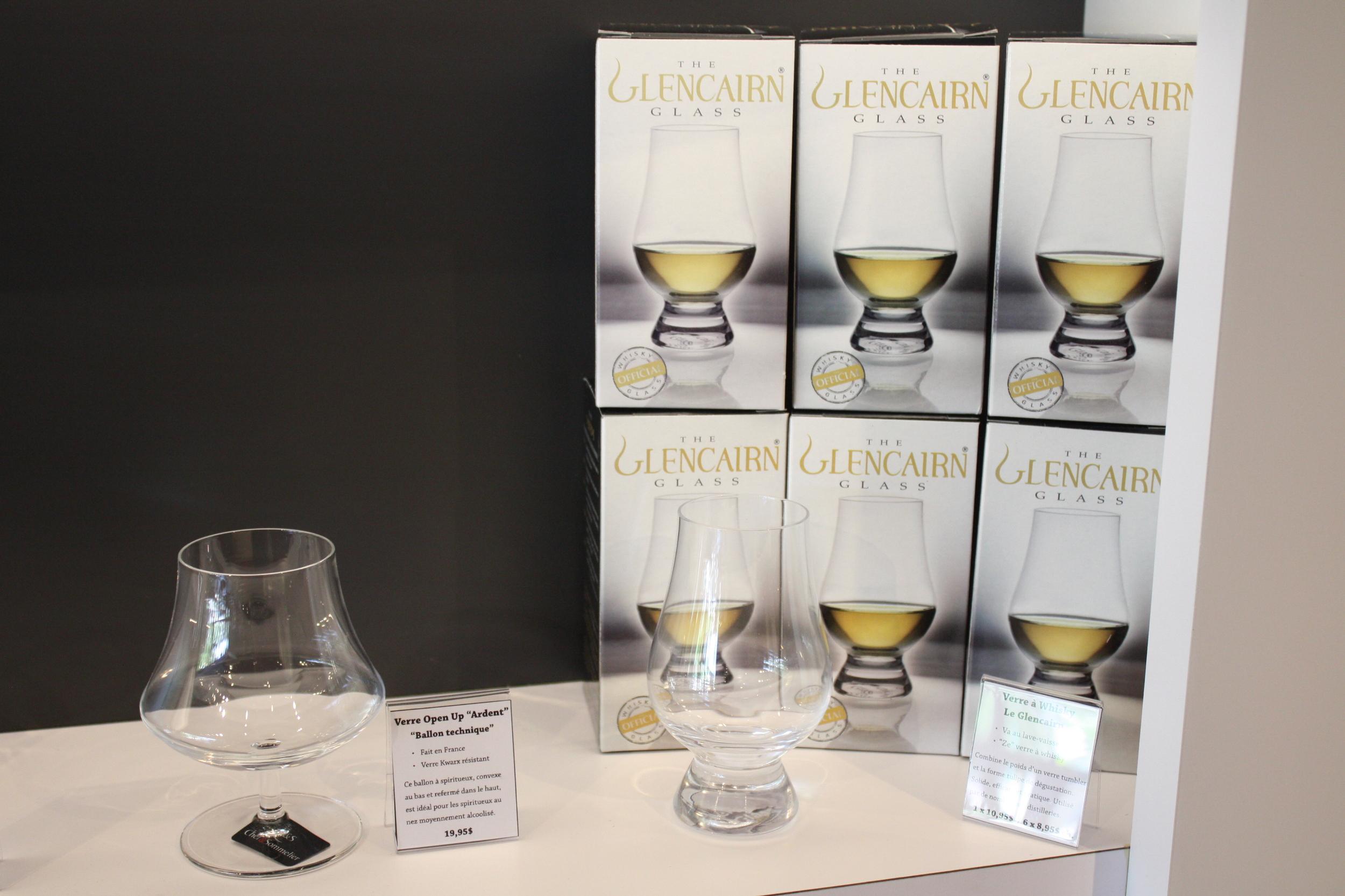 Le Glencairn Whisky Glass , récipient optimal.