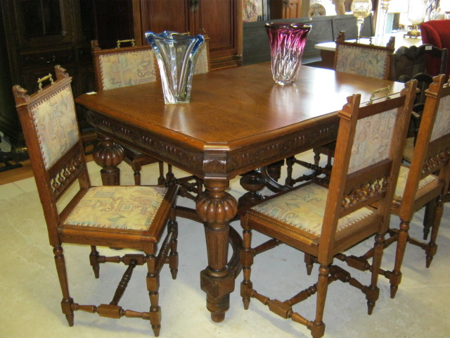 Mechelen dining table and chairs