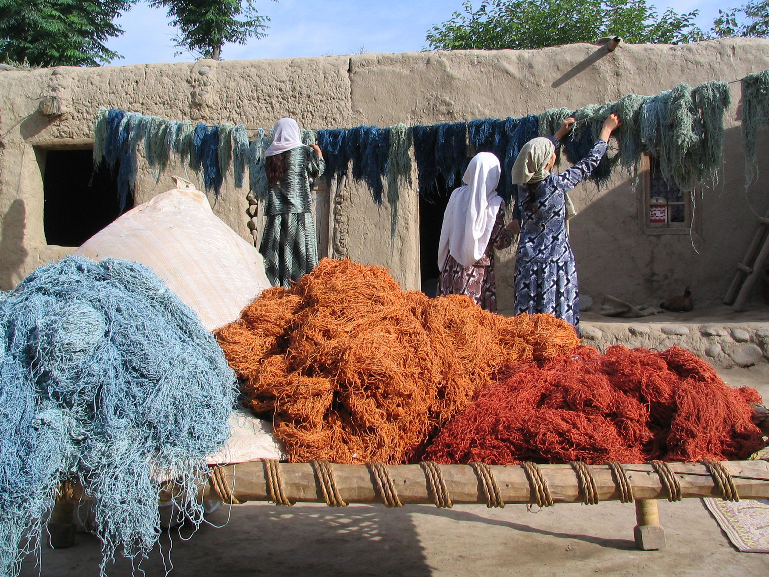 Rubia dyes silk and wool threads with plants such as madder root, indigo and pomegranate skins to produce its natural palette.300.jpg