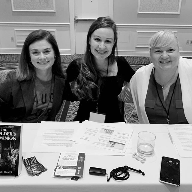 Happy Sunday! What are you up to? Today, I'm presenting at #WriterCon2019! It's been a whirlwind three-day-work-weekend per usual, but fantastic time collaborating with fine people like @ErinHennecke @jythri @larabern10 @authortamaragrantham @sabrinaafish @rene_gutteridge @laurensmithbooks @willbern11 #amwriting #writingcommunity #writercon #authors #readers #writers #creatives #film #tv #videogames #novels