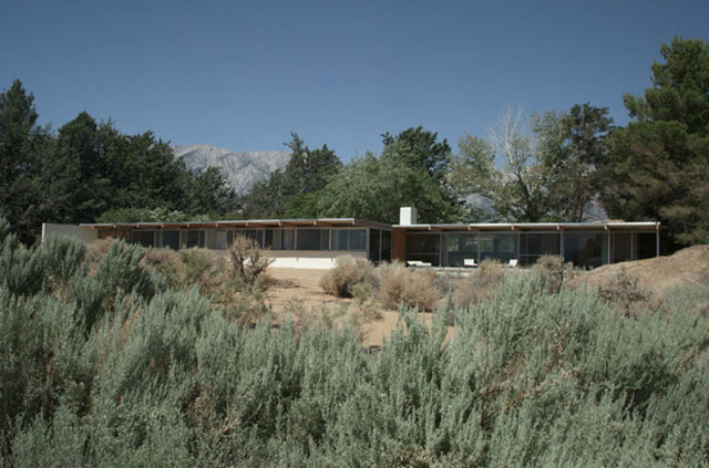Interview-with-Mike-Dorsey-Director-of-The-Oyler-House-Richard-Neutras-Desert-Retreat-1.jpg